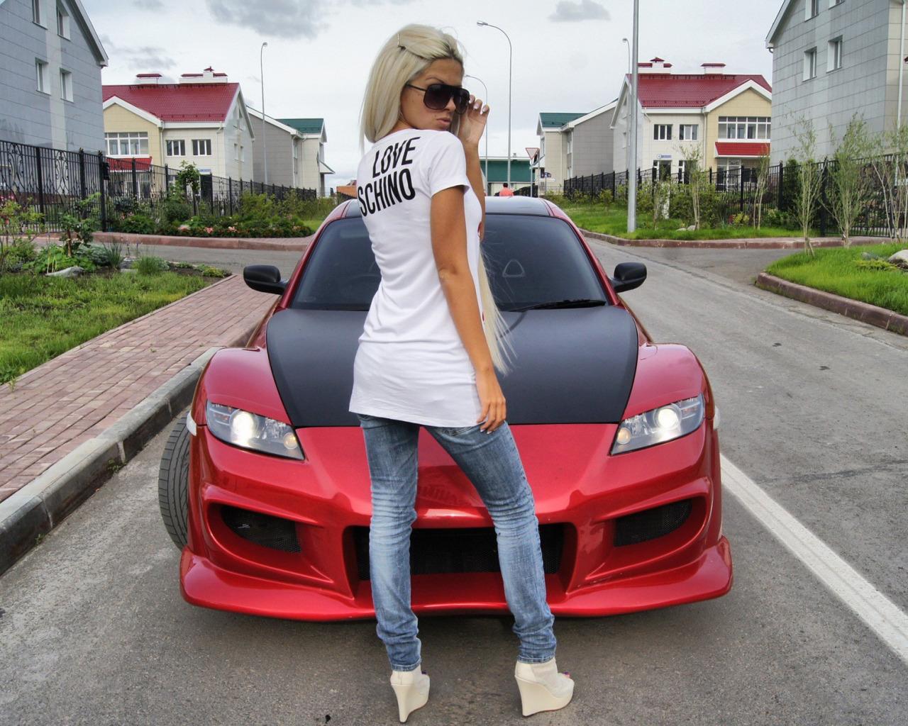Фото девушек на авто на аву