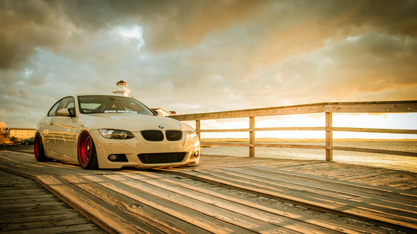 http://img2.goodfon.ru/original/1366x768/0/35/bmw-e92-m3-white-wheels.jpg