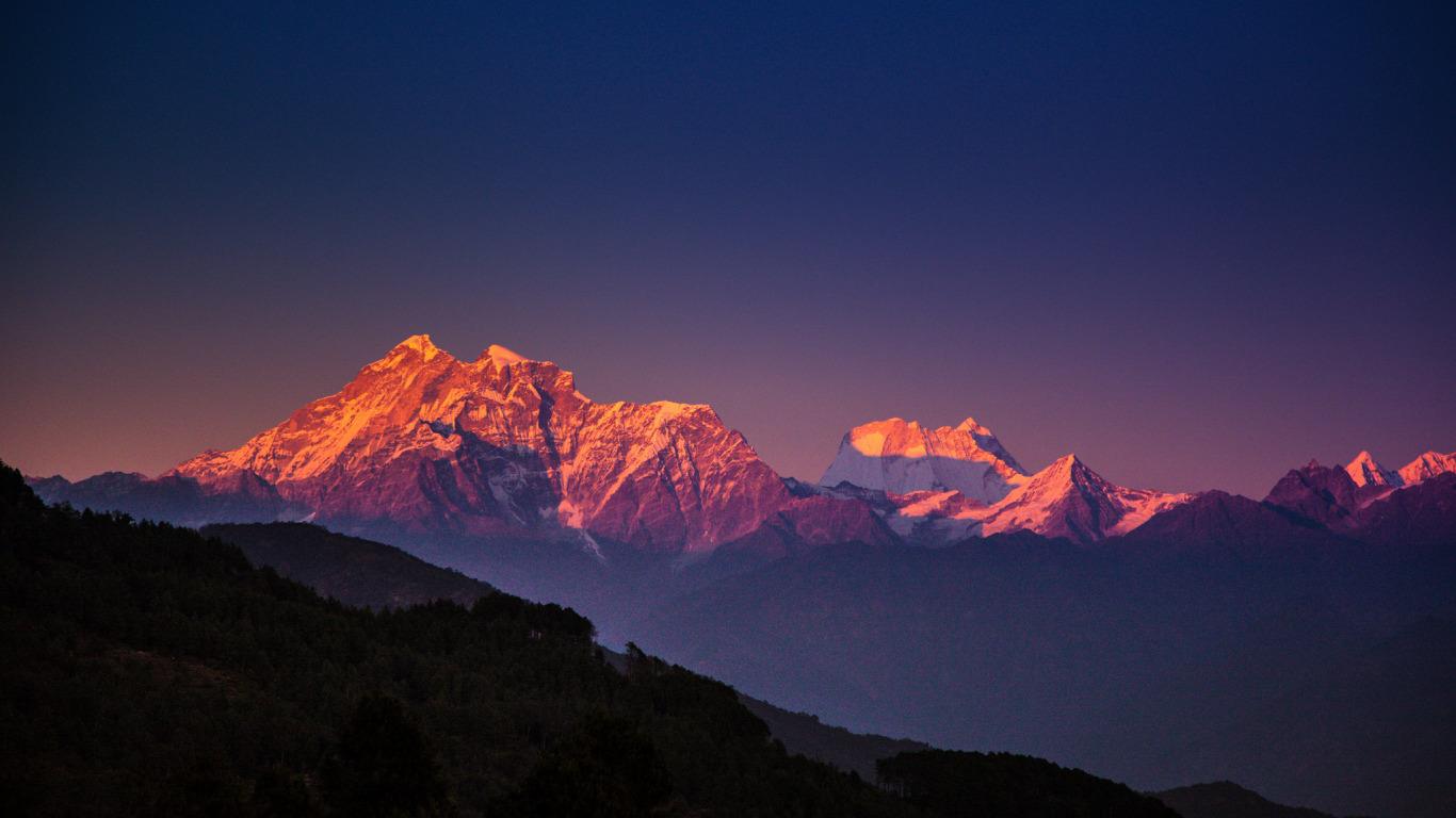 http://img2.goodfon.ru/original/1366x768/c/c6/nepal-gimalai-gory-derevya.jpg