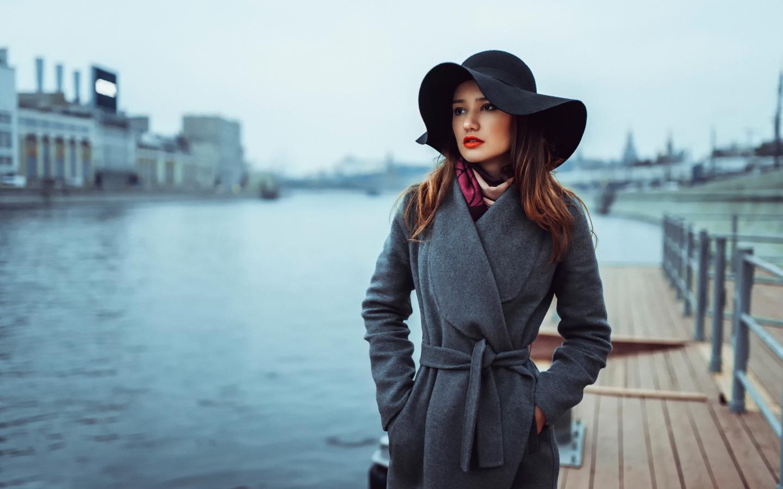 http://img2.goodfon.ru/original/1440x900/c/9a/portret-vzglyad-shlyapka-palto.jpg