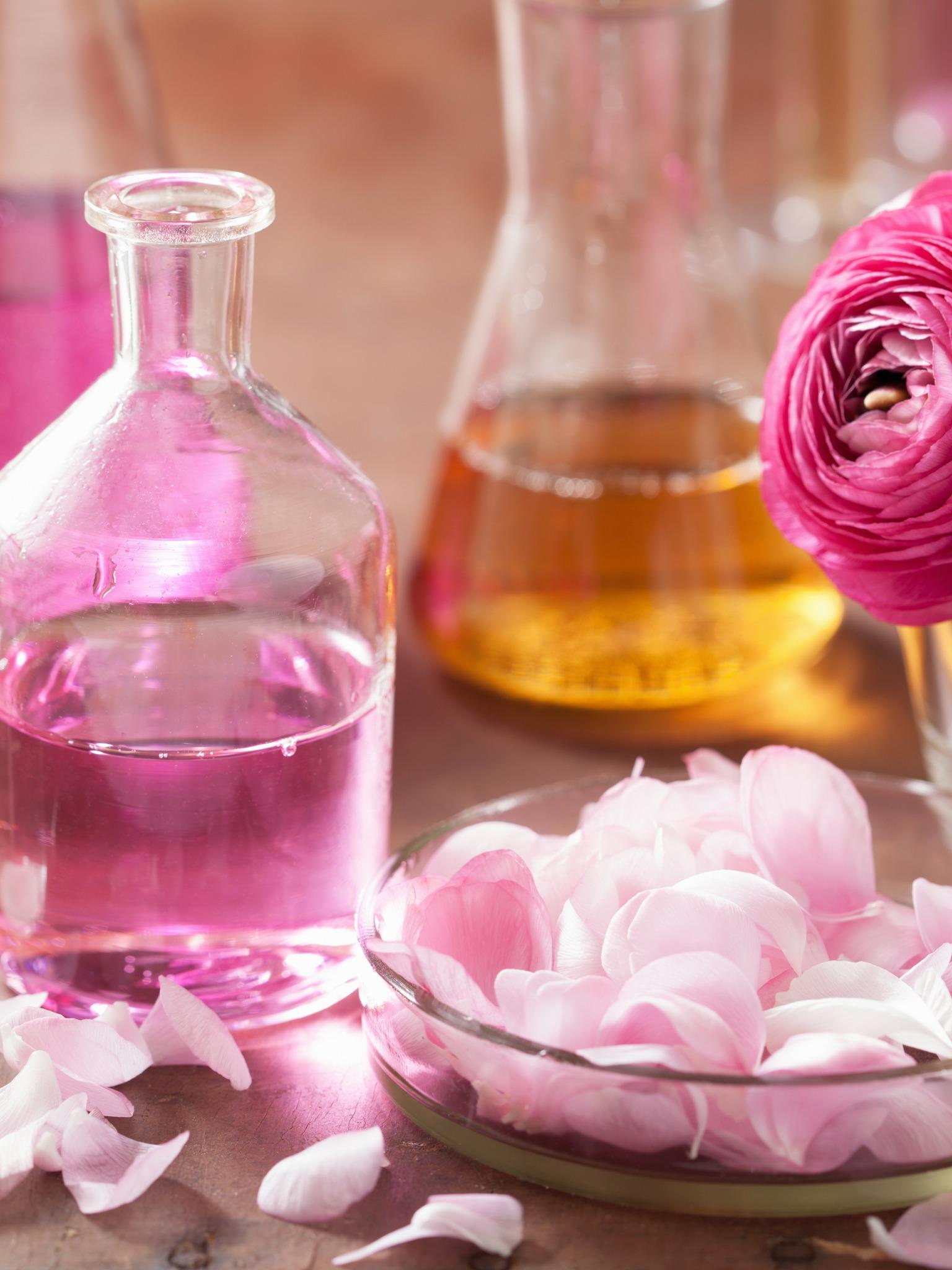 Лосьон для лица из лепестков роз в домашних условиях