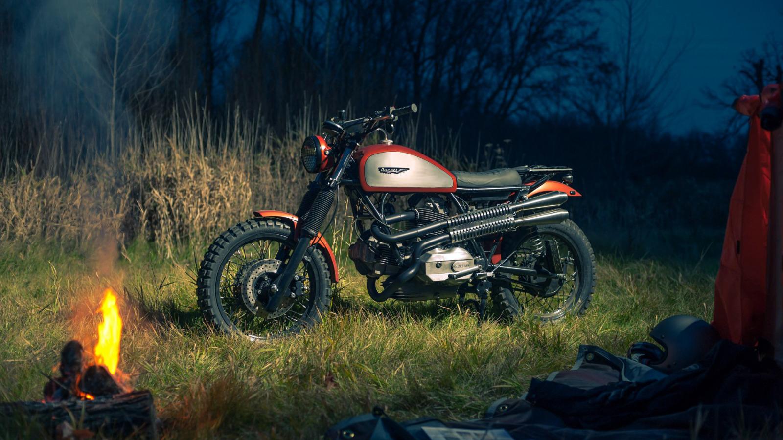 https://img2.goodfon.ru/original/1600x900/b/47/vecher-koster-priroda-motocikl.jpg