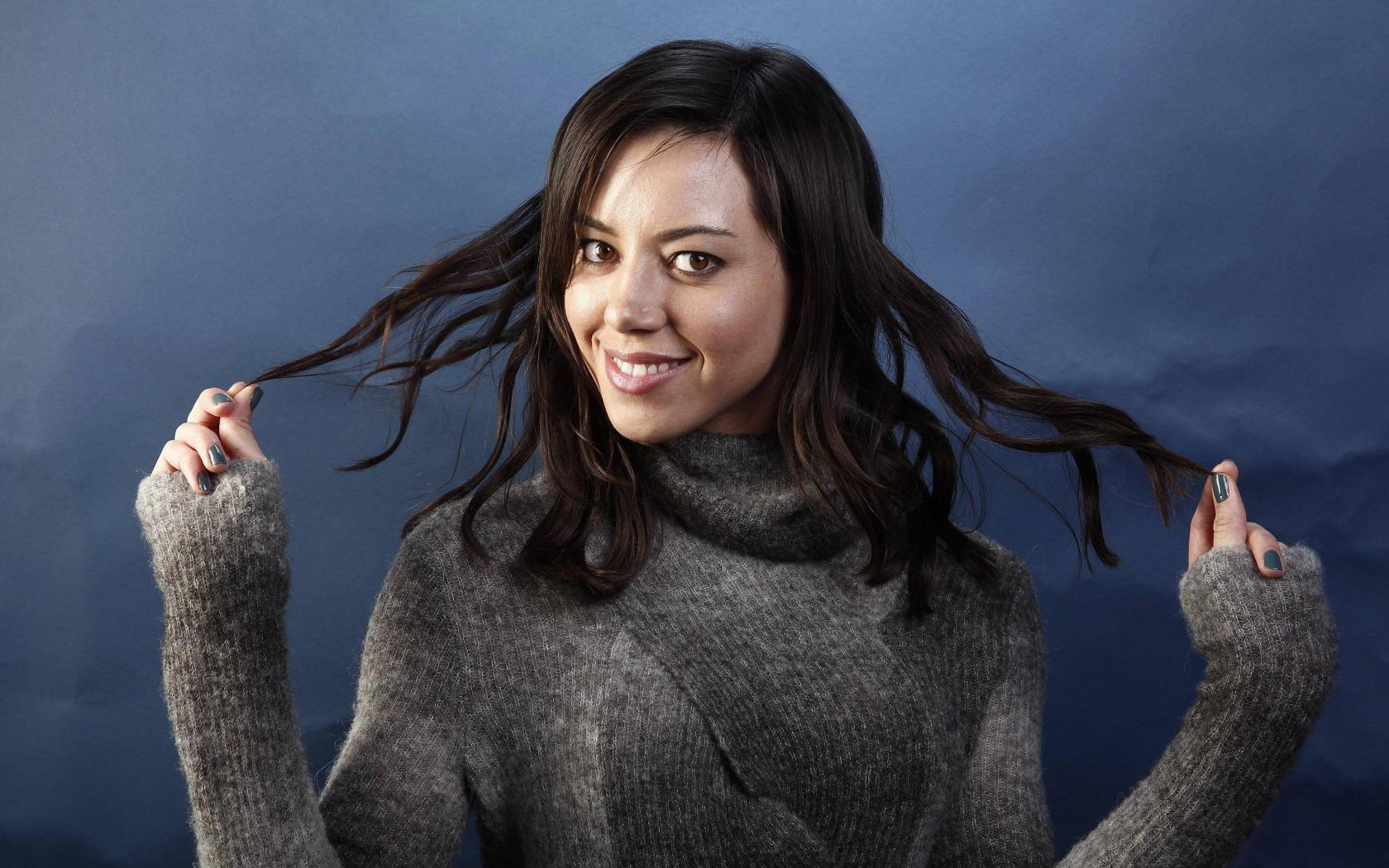 https://img2.goodfon.ru/original/1680x1050/f/e7/aubrey-plaza-actress-brunette.jpg