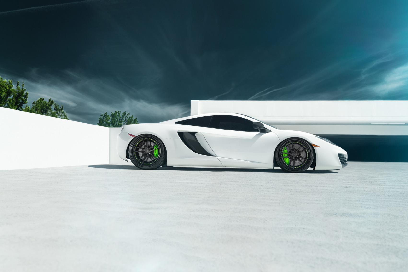 белый спортивный автомобиль mclaren white sports car  № 996068  скачать