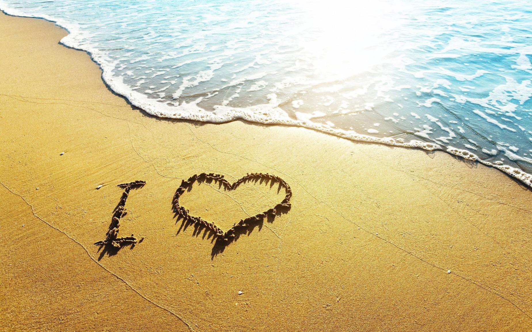 2011 надпись на песке возле волн  № 3342148 без смс