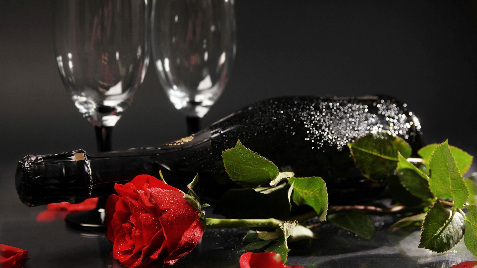 Красивая открытка с бокалом вина