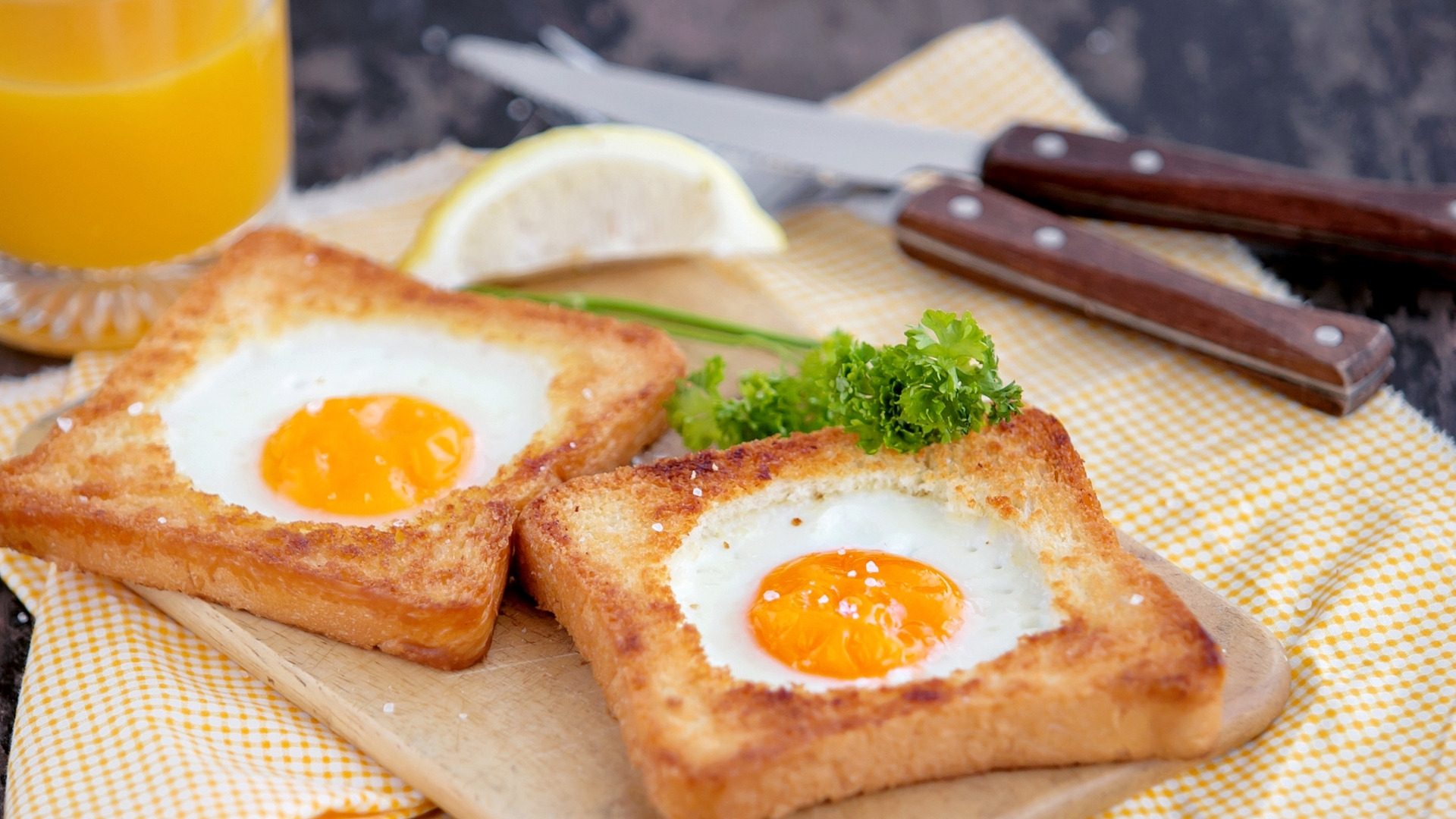 Как сделать омлет из яиц и молока с хлебом