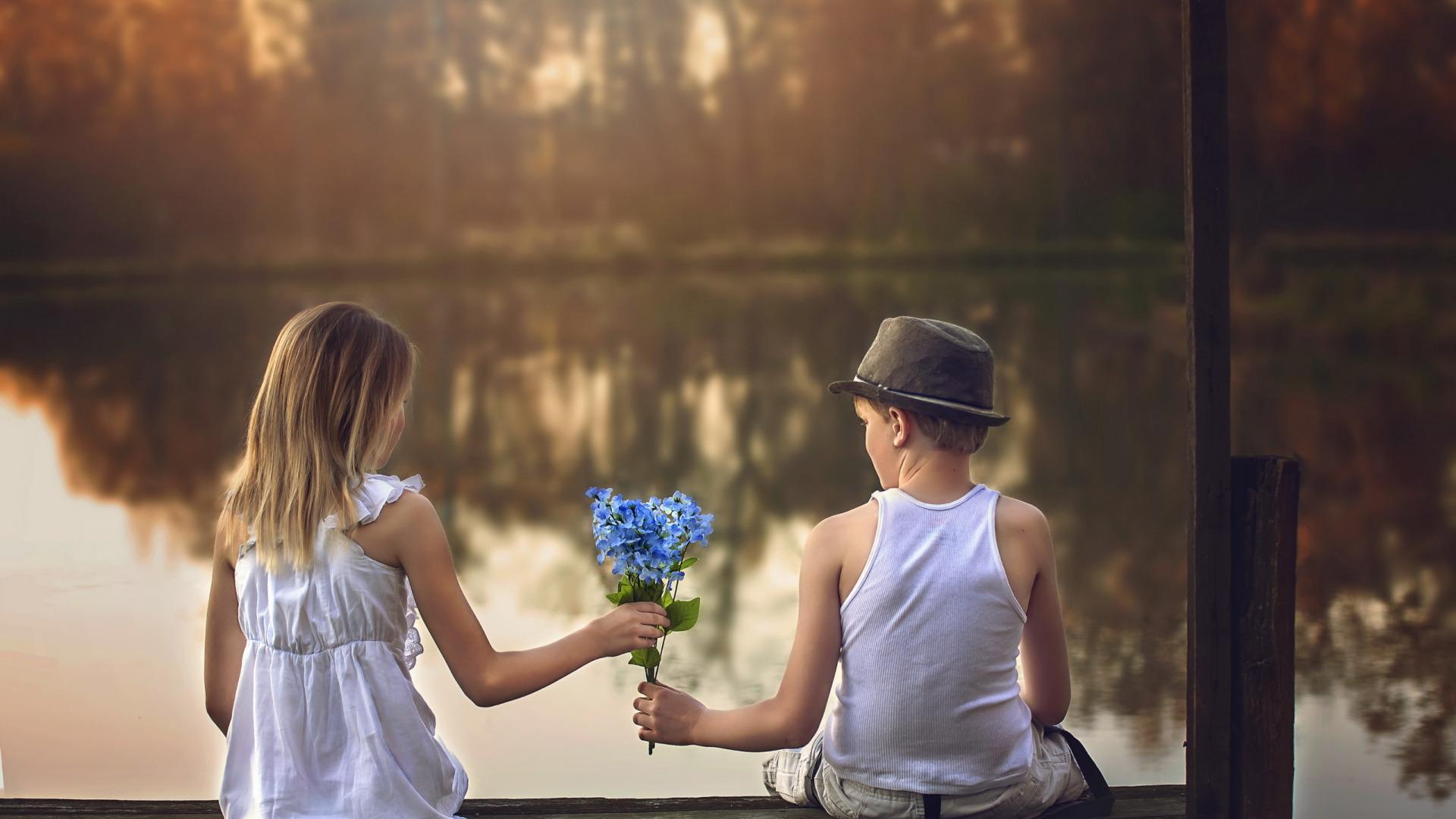 Фото мальчика и девушка, Boy And Girl Love Фото со стоков и изображения 14 фотография