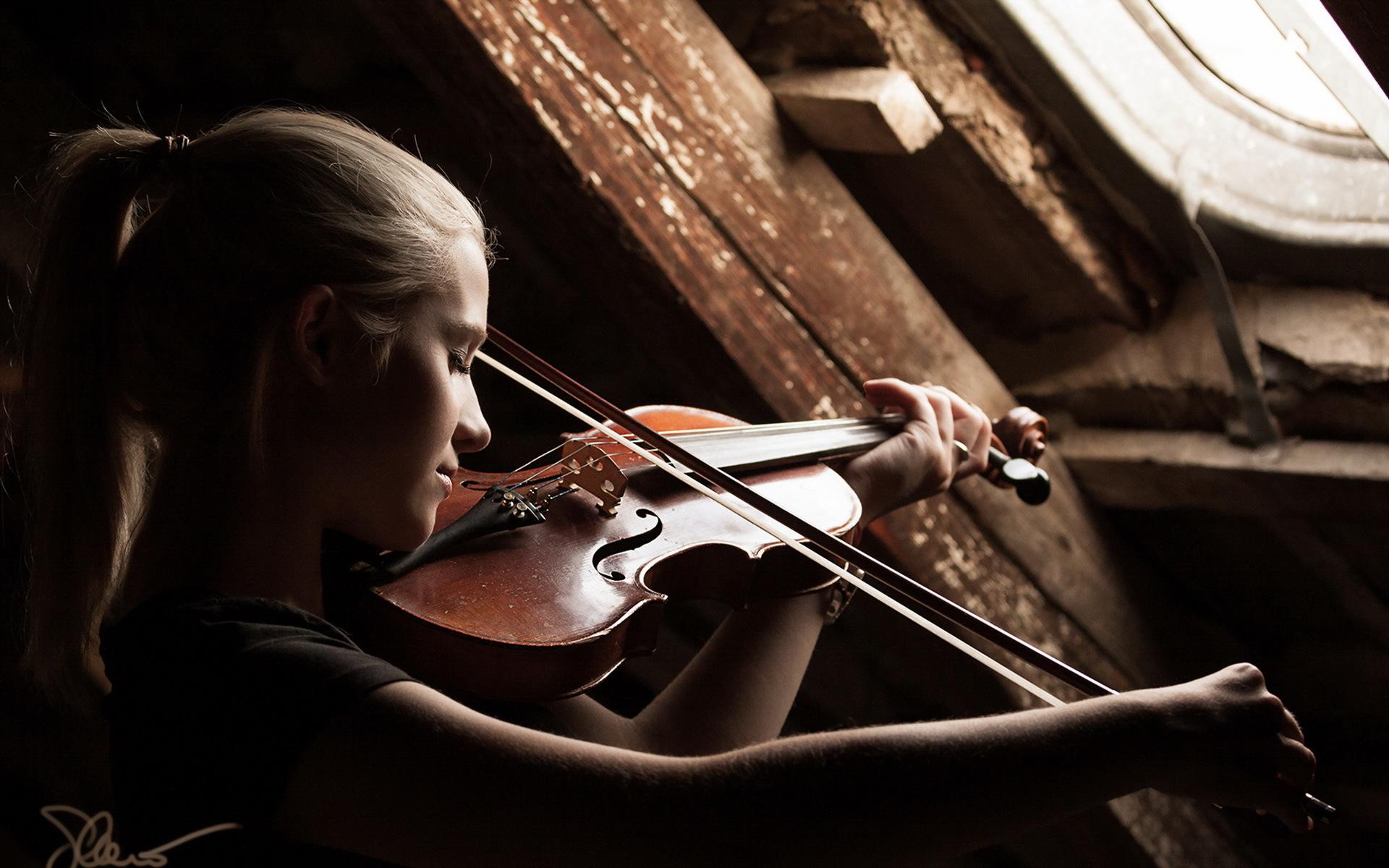 Девушка со скрипкой абстракция  № 2052288  скачать