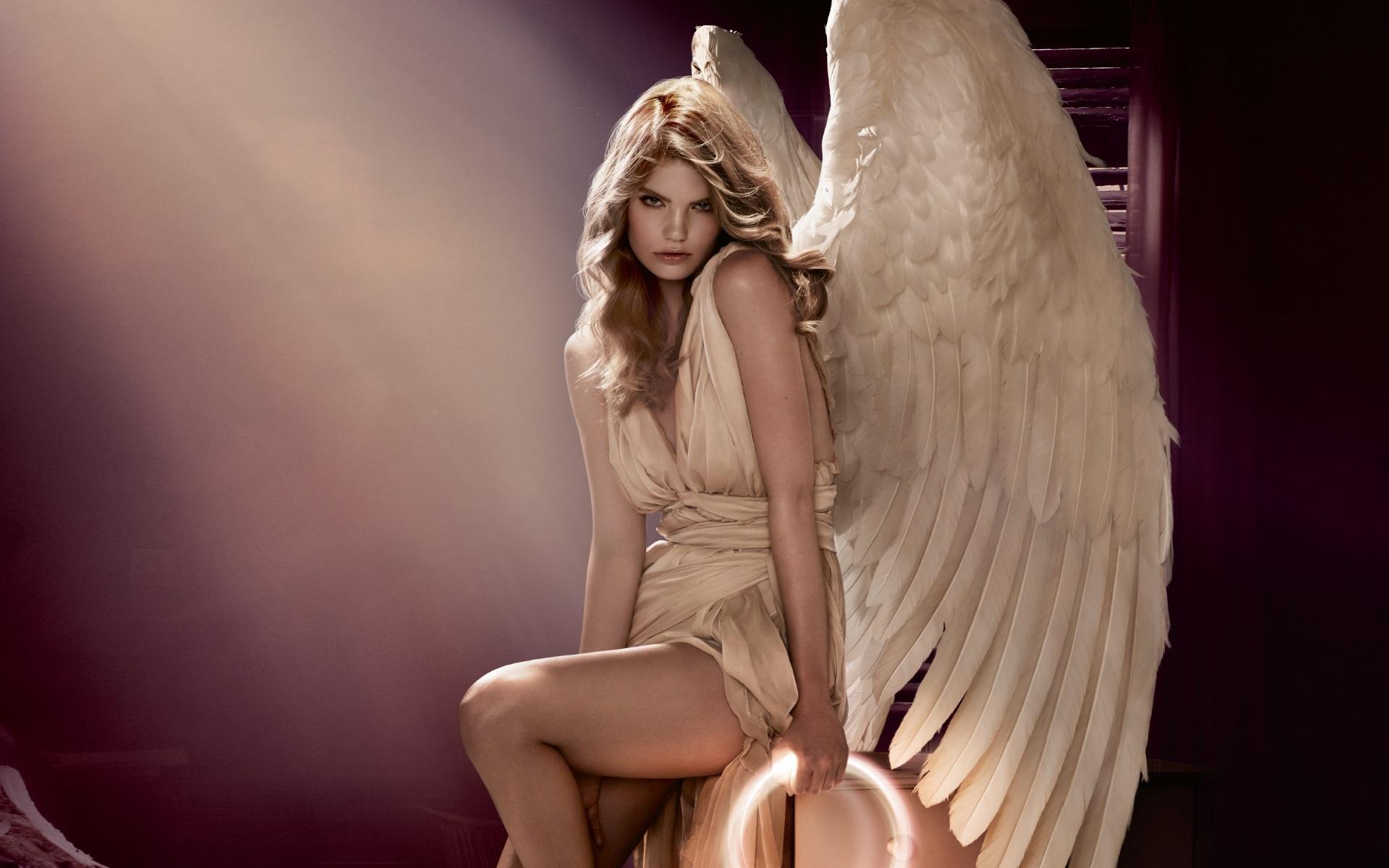 есть мужчина фото с девушками ангелами назначению