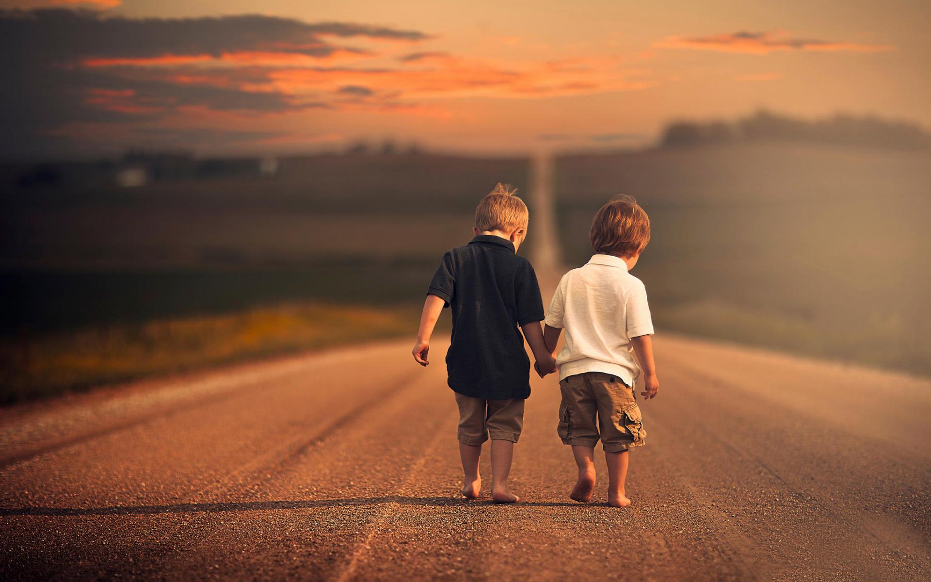 одно самых картинка двое идут по дороге со спины собрали