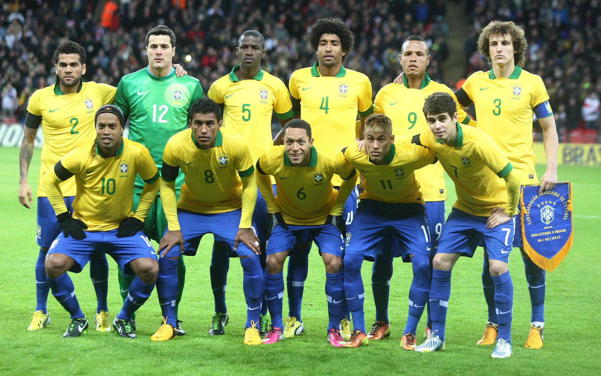 обои на рабочий стол бразилия футбол участники утешают олю
