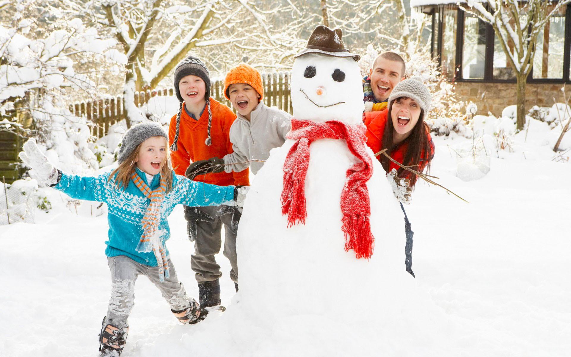 включала картинка новогодние забавы снежки такое евроремонт чем