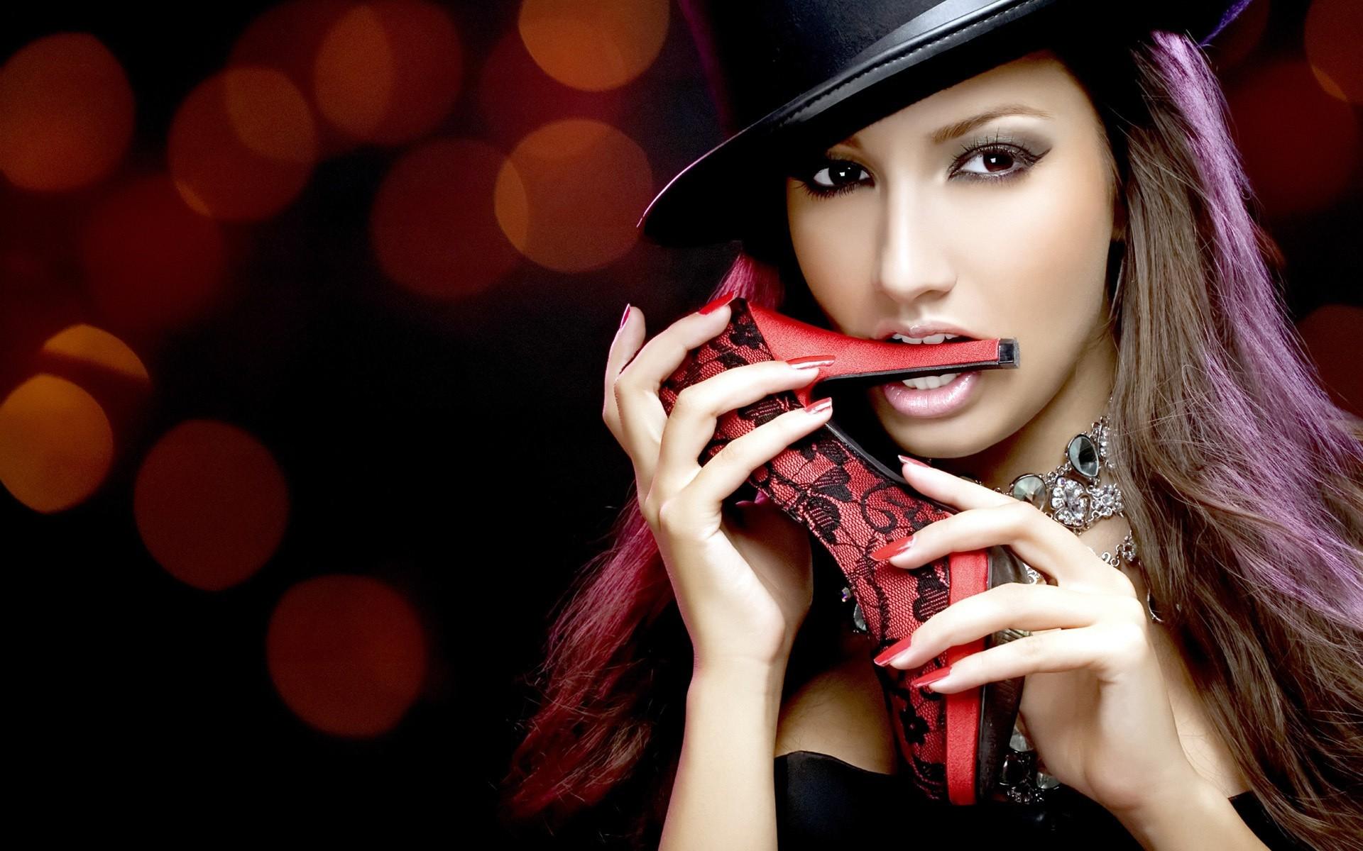 девушка взгляд шляпка красная лицо  № 1867438 без смс