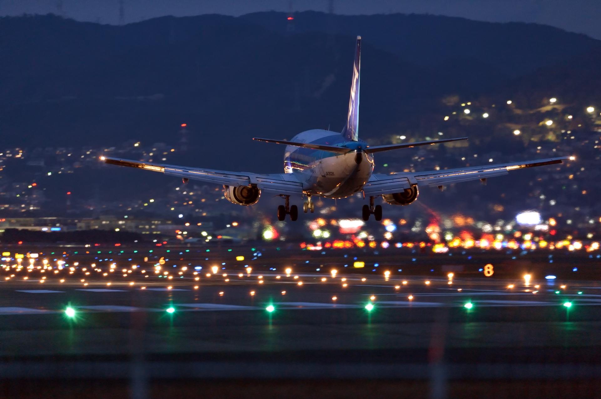 истории фото самолетов в ночном небе может помочь обычной
