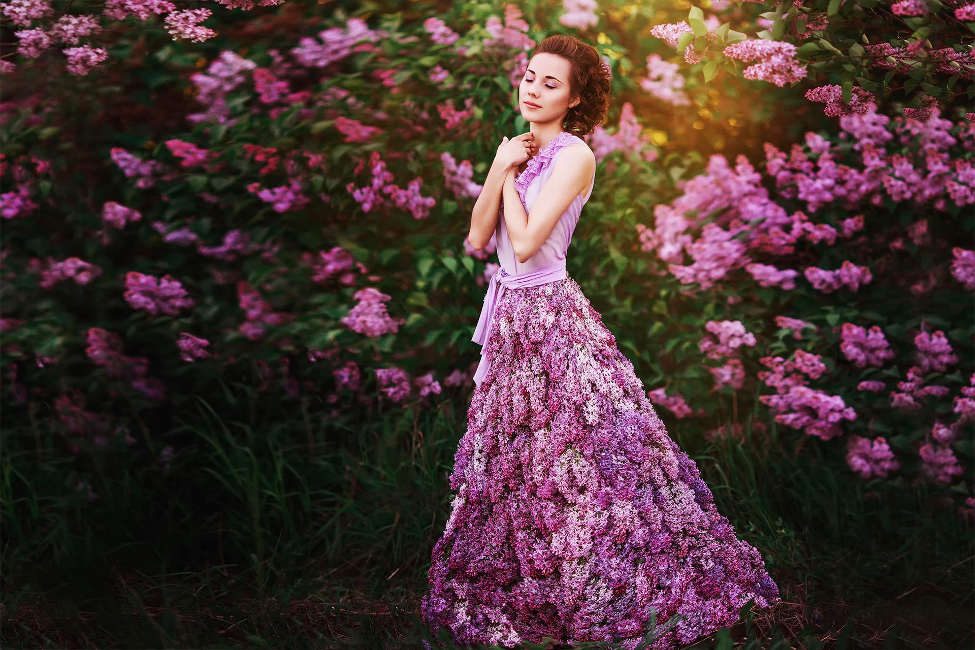 Картинка девушка в платье из цветов