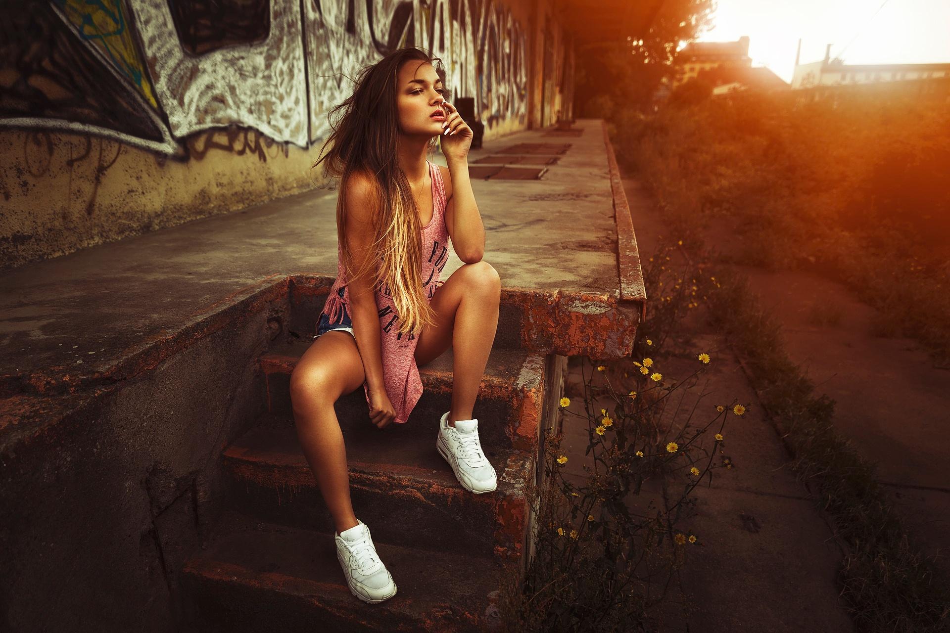 Трахнул на ступеньках, Мимолетный секс на лестнице » Порно онлайн в хорошем 13 фотография