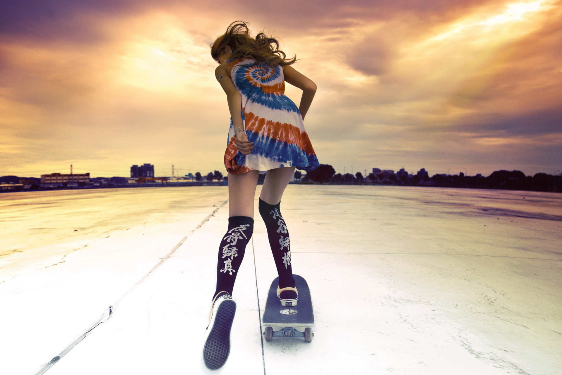 Девушки со скейтбордом