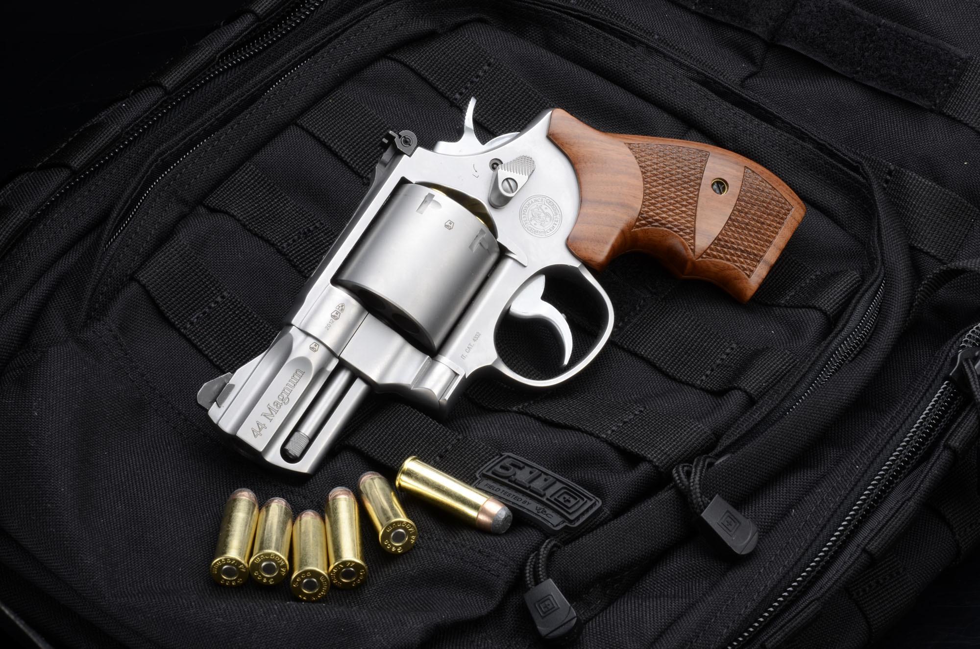Картинка пистолета с пулей