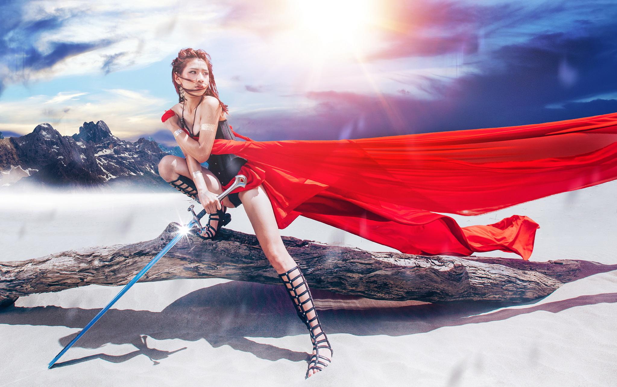 Девушка с мечом фотосессия, трутся мокрыми попками