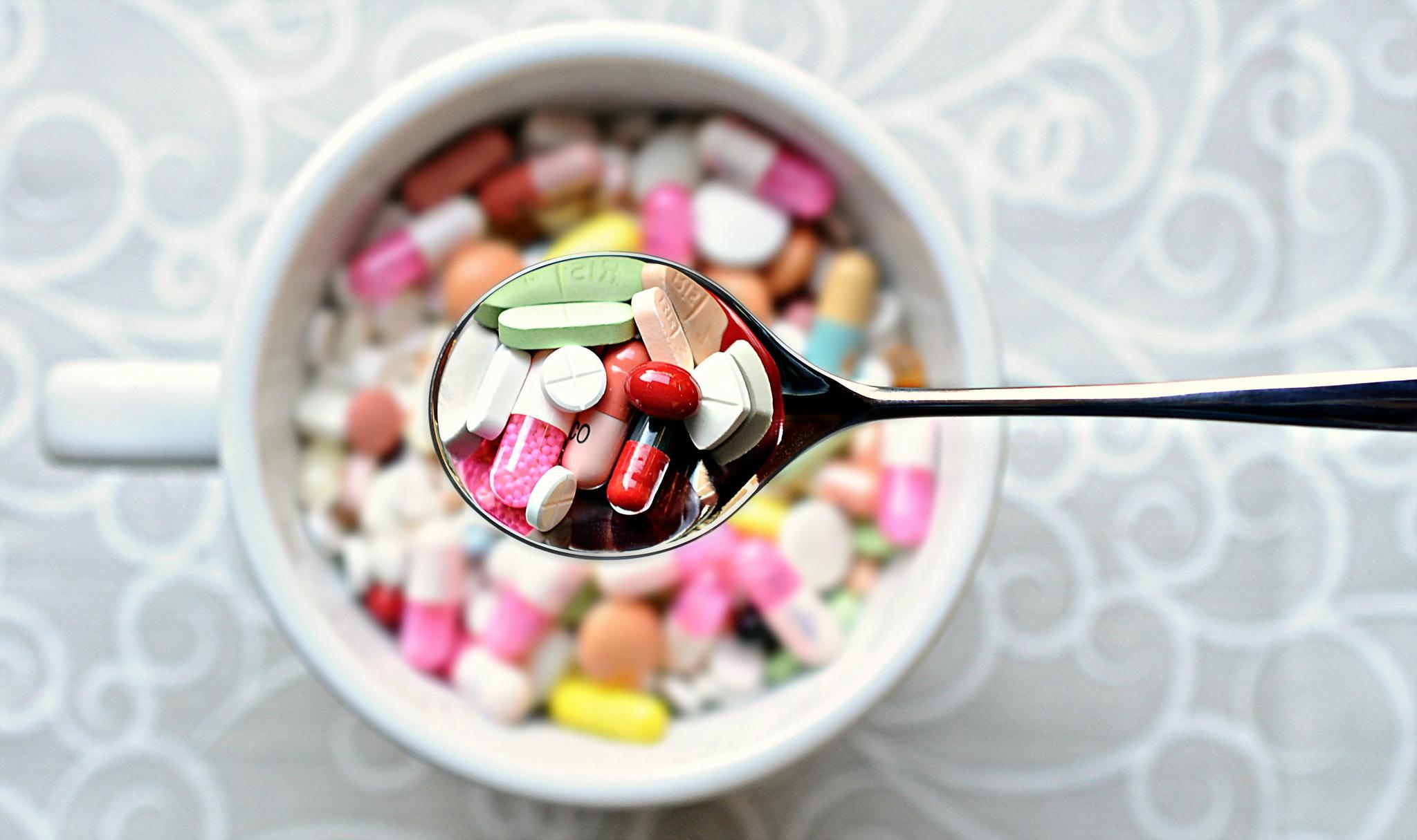 Как принимать лекарства? Lozhka-lekarstva-fon