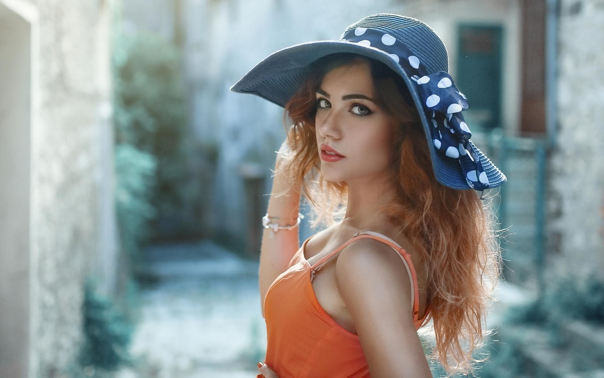 француженка в красной шляпе  № 156057  скачать