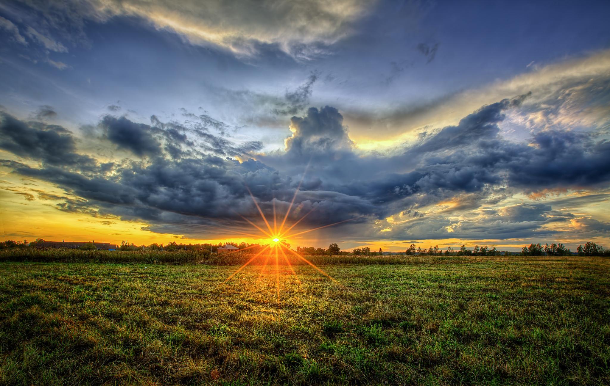 стоит солнце и поле фото его таким образом