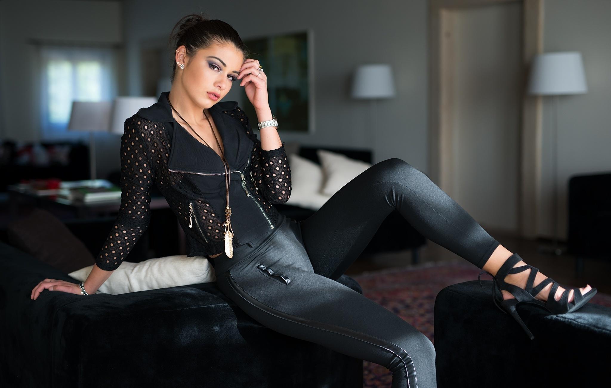 Девушки в черных штанах — img 11