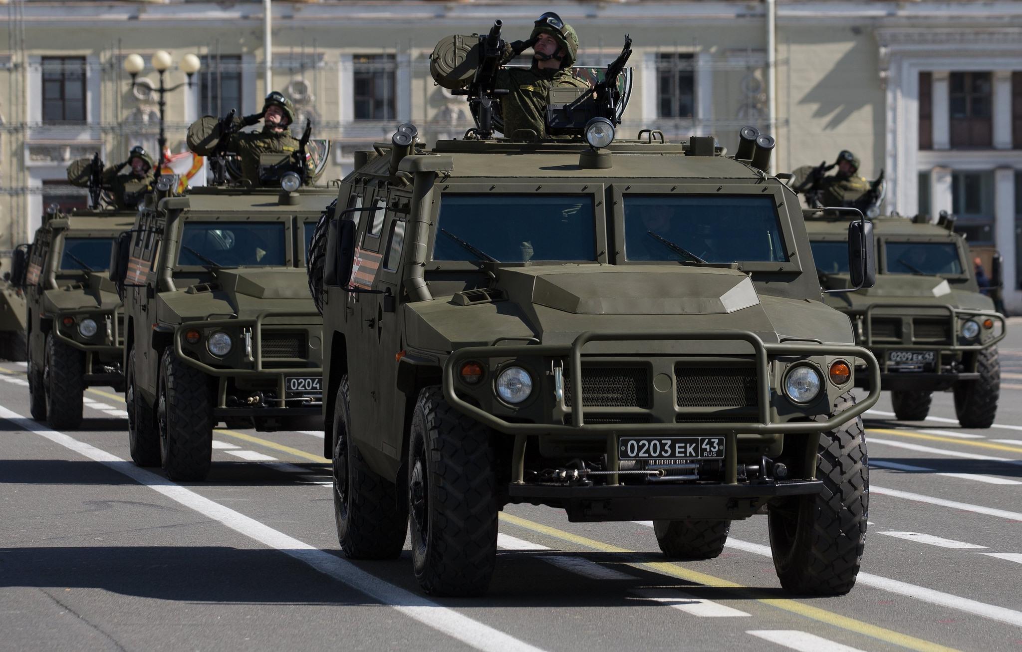 покажи нам машины военные пожалуйста профессионалом своего дела