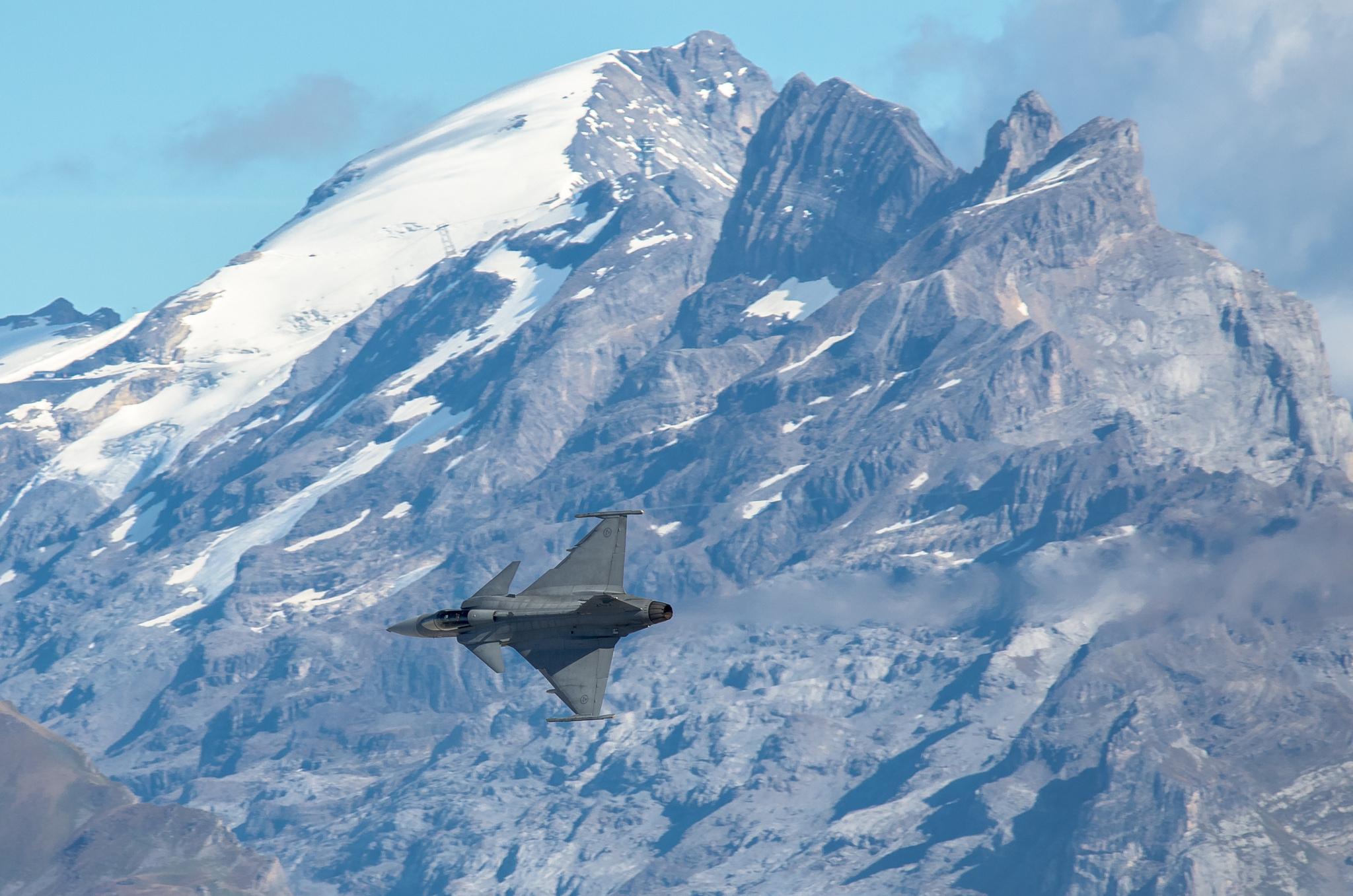 фото боевых самолетов над горами это мне бракованные