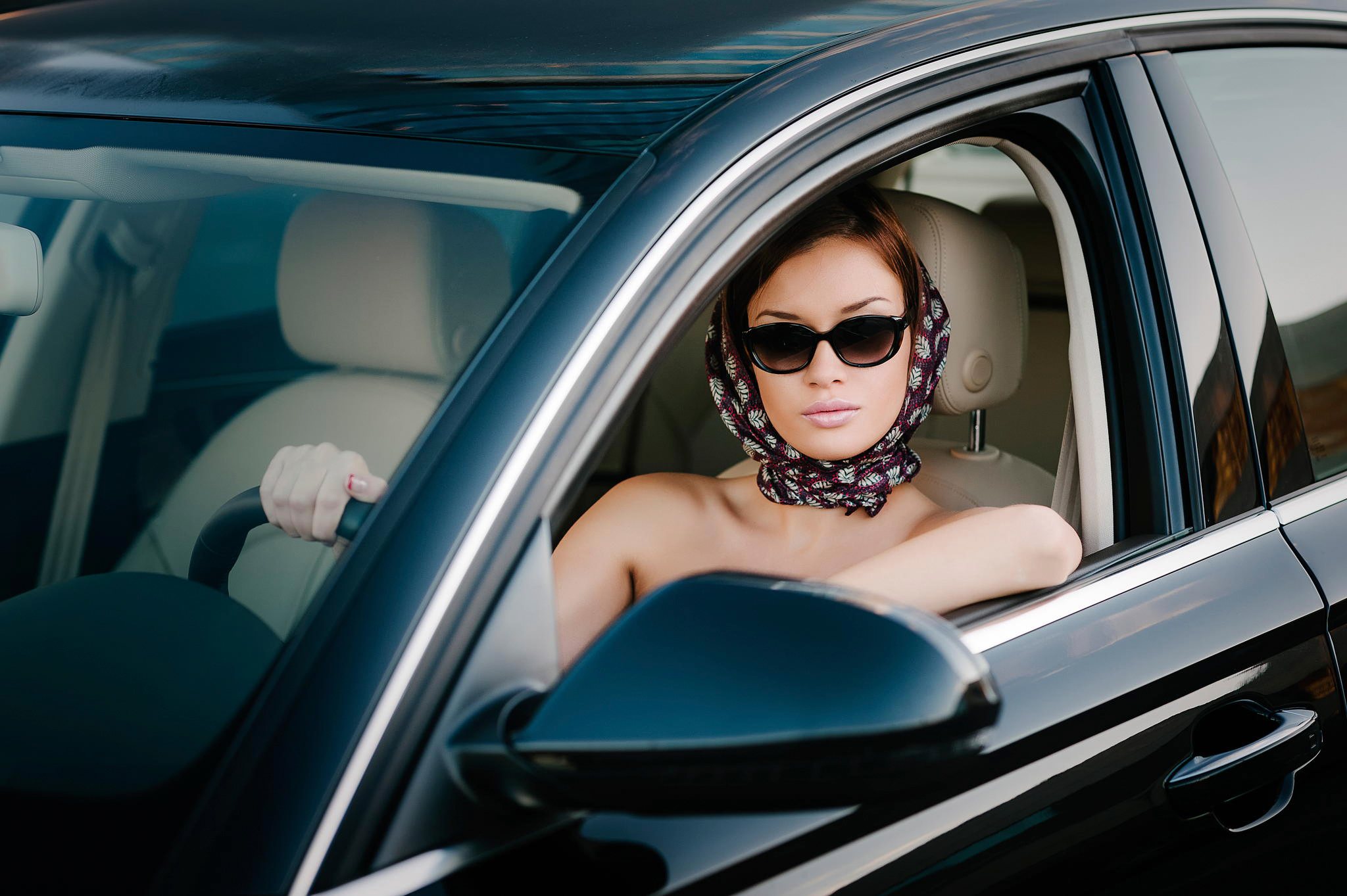 для полная женщина в машине этого всетаки