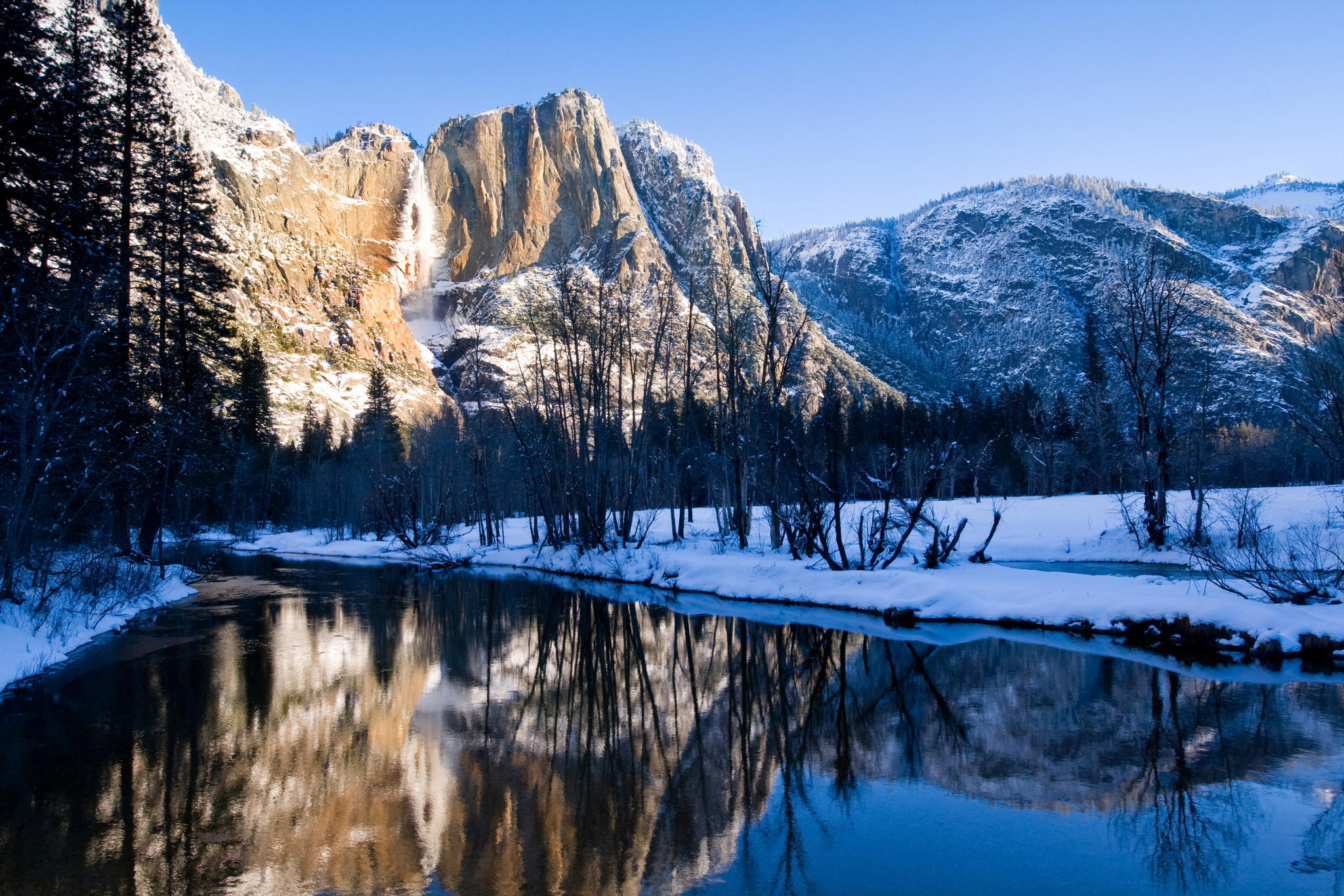 природа скалы деревья горы снег зима nature rock trees mountains snow winter  № 455836 бесплатно