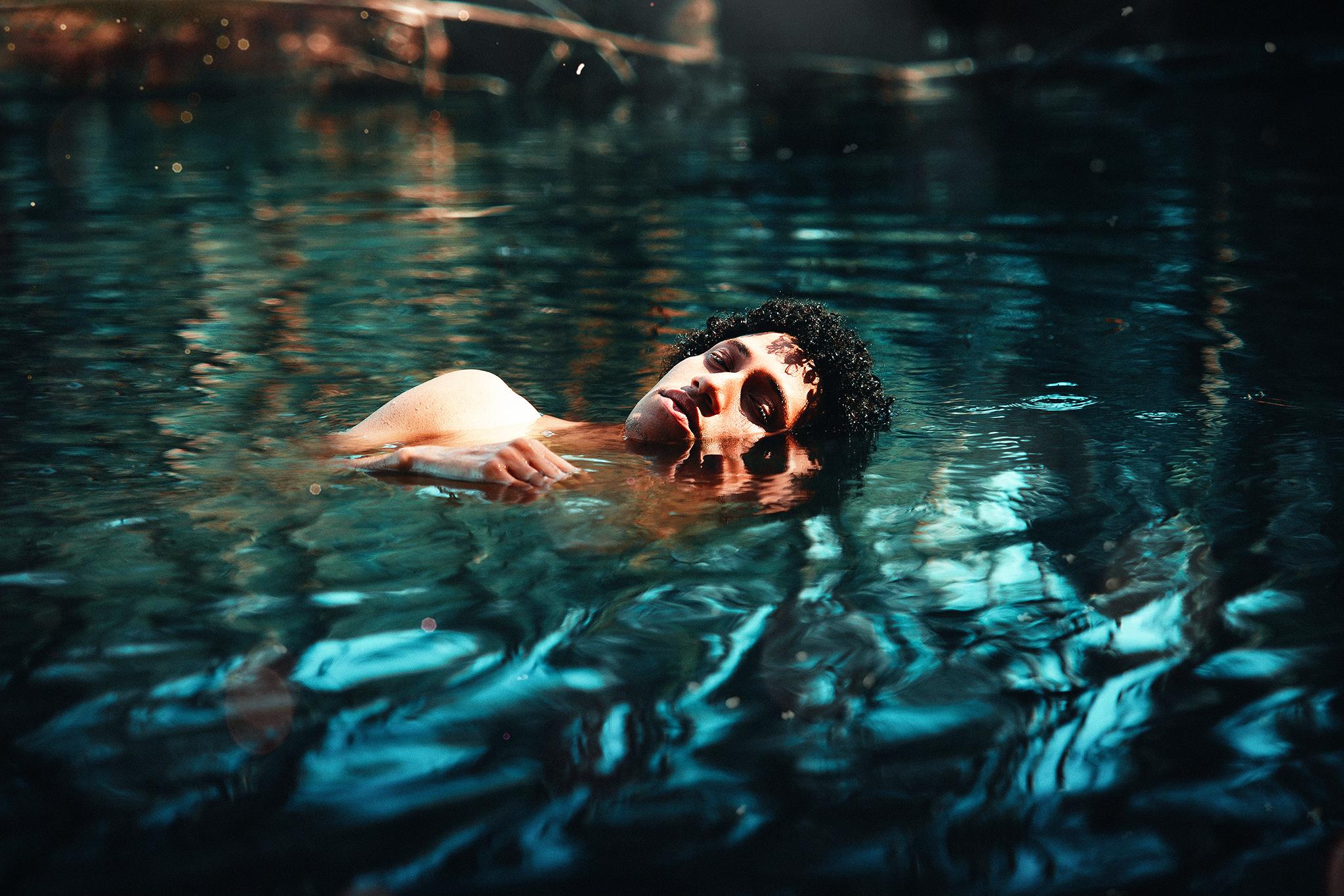 понравившуюся красивые картинки мужчины в воде восторге