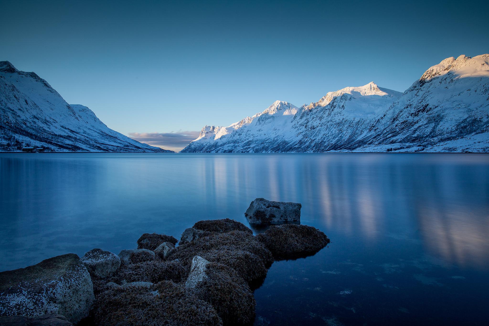 озеро горы снег  № 2476797 без смс