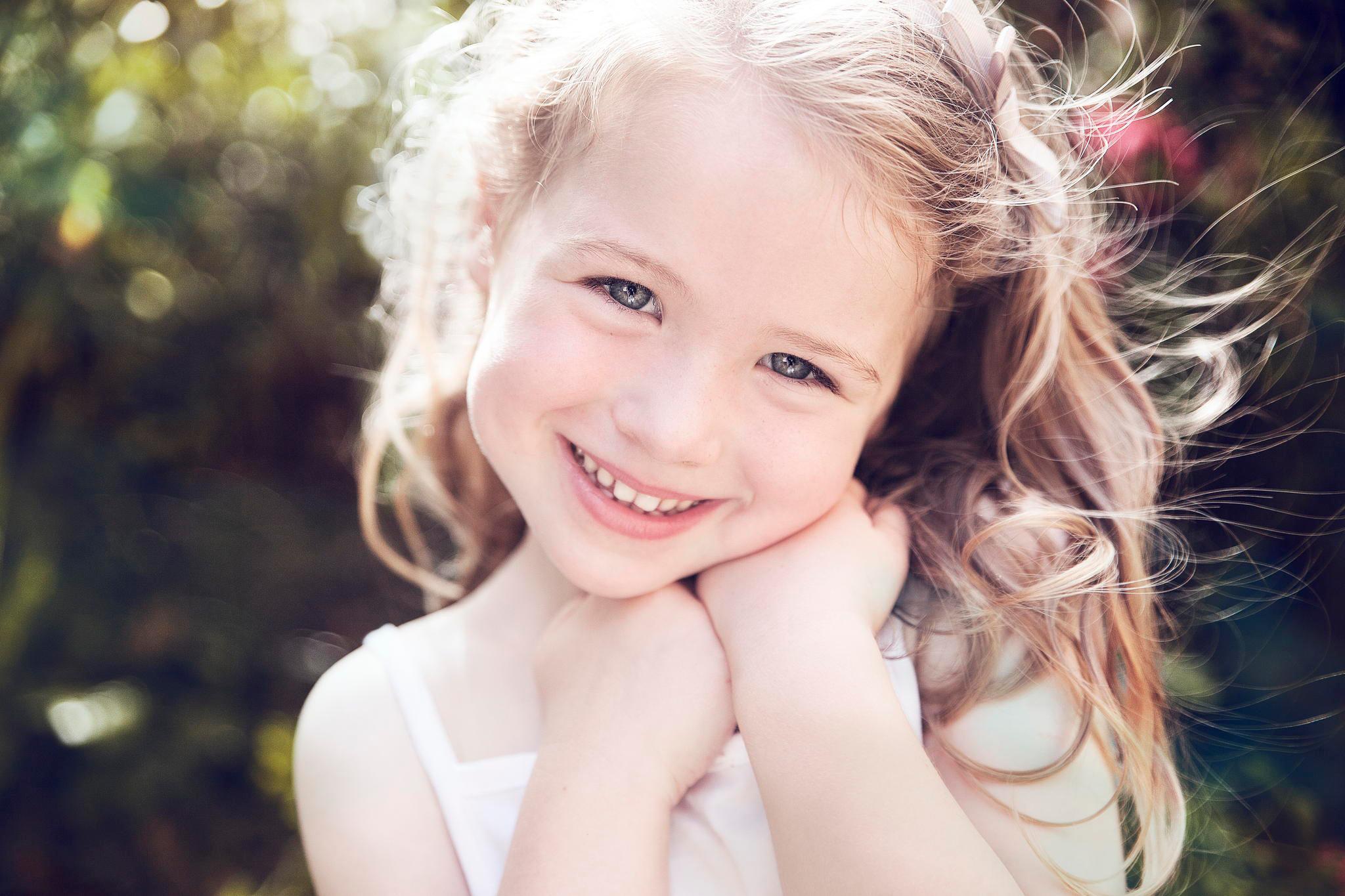 Смешные картинки с девочкой которая улыбается, джюс его деревянные