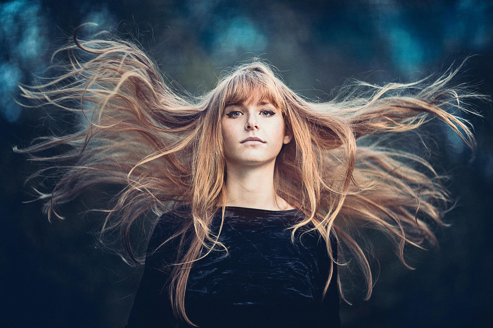 Путает волосы ветер
