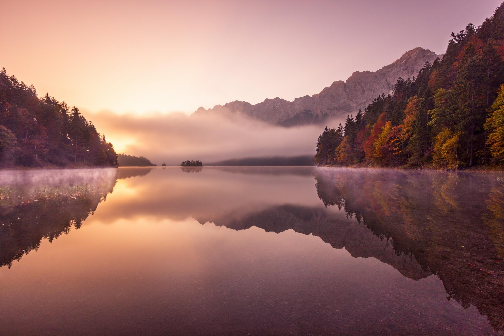горы отражение лес туман  № 2832609 загрузить
