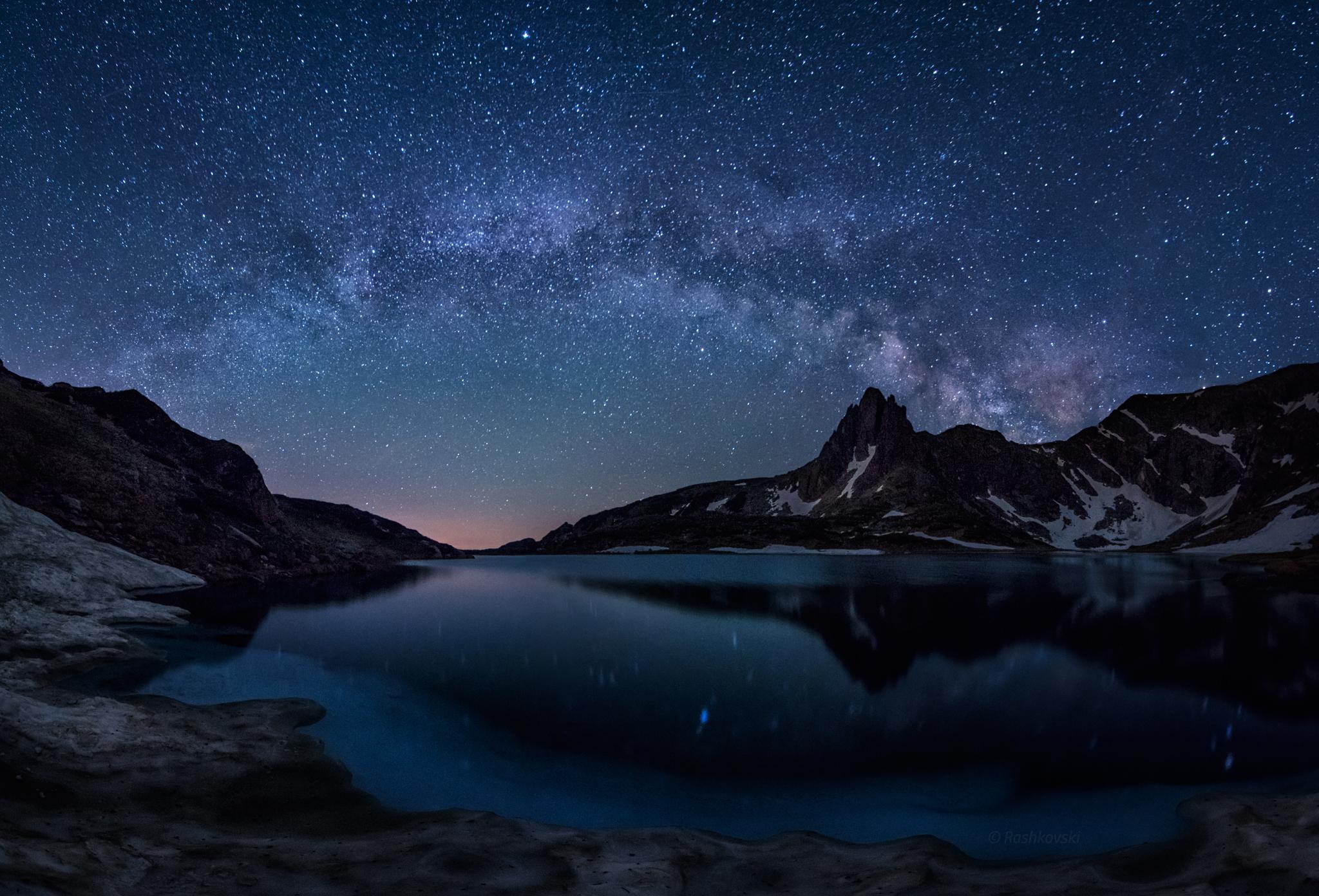 природа космос горы скалы небо звезды ночь  № 851868 бесплатно