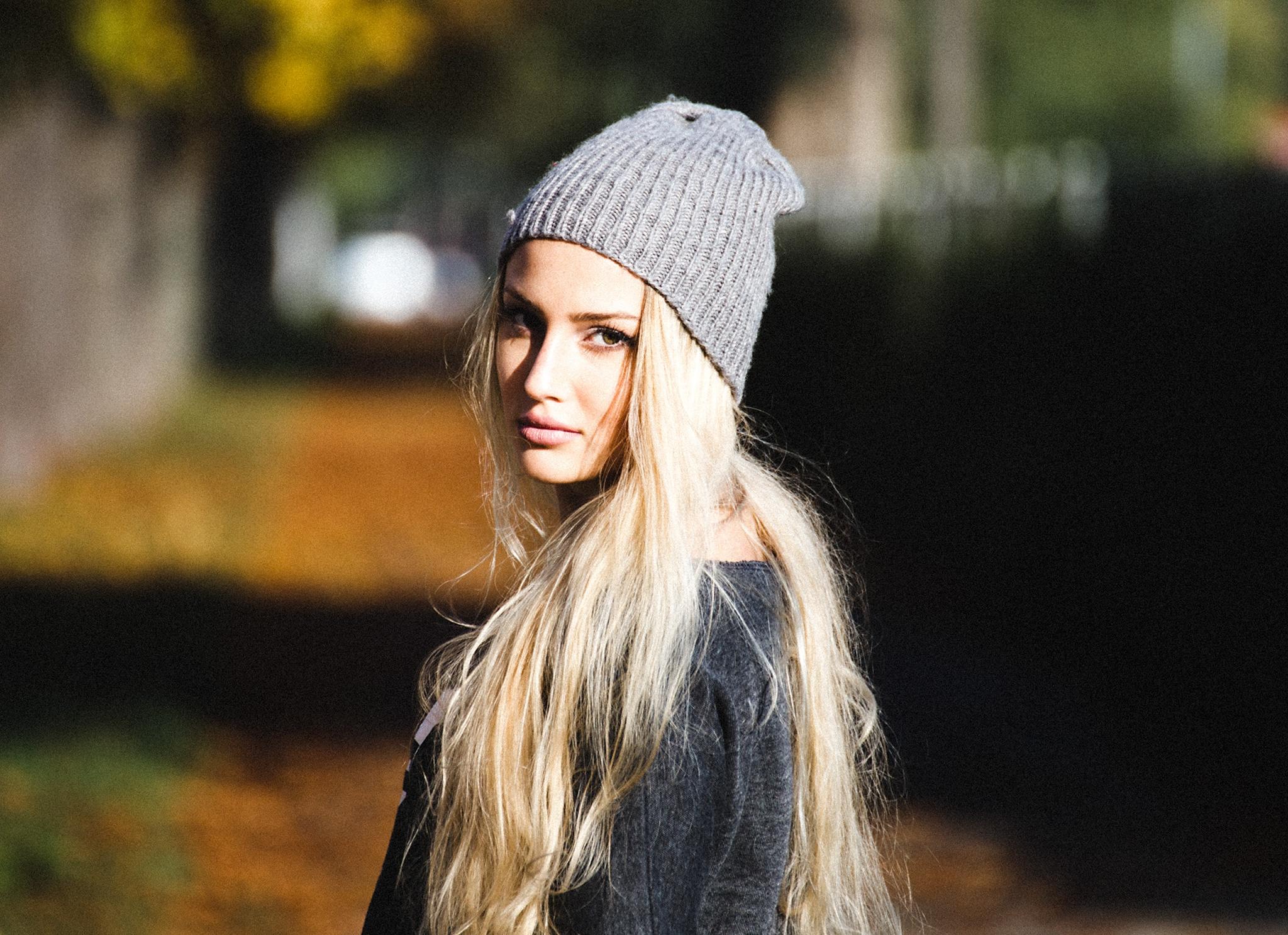 Картинка девушки в шапке