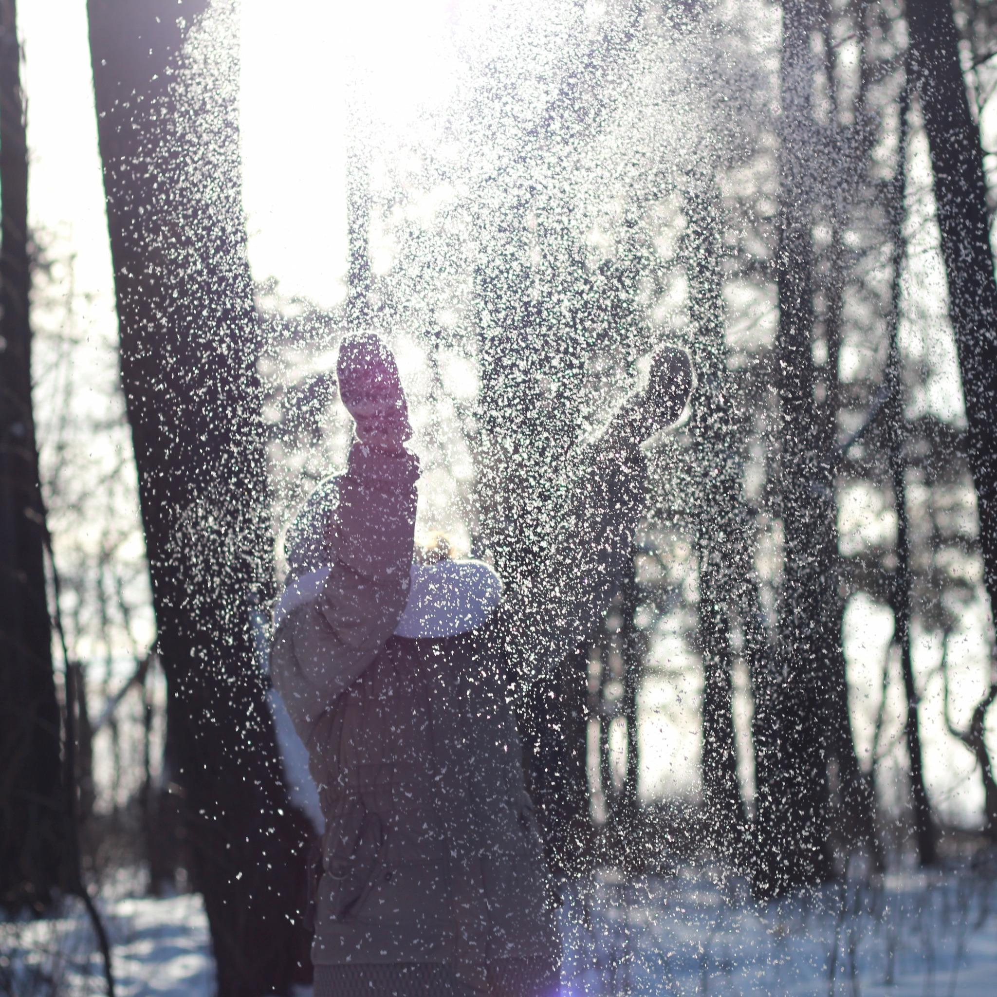 Картинки вид сзади снегопад девушки