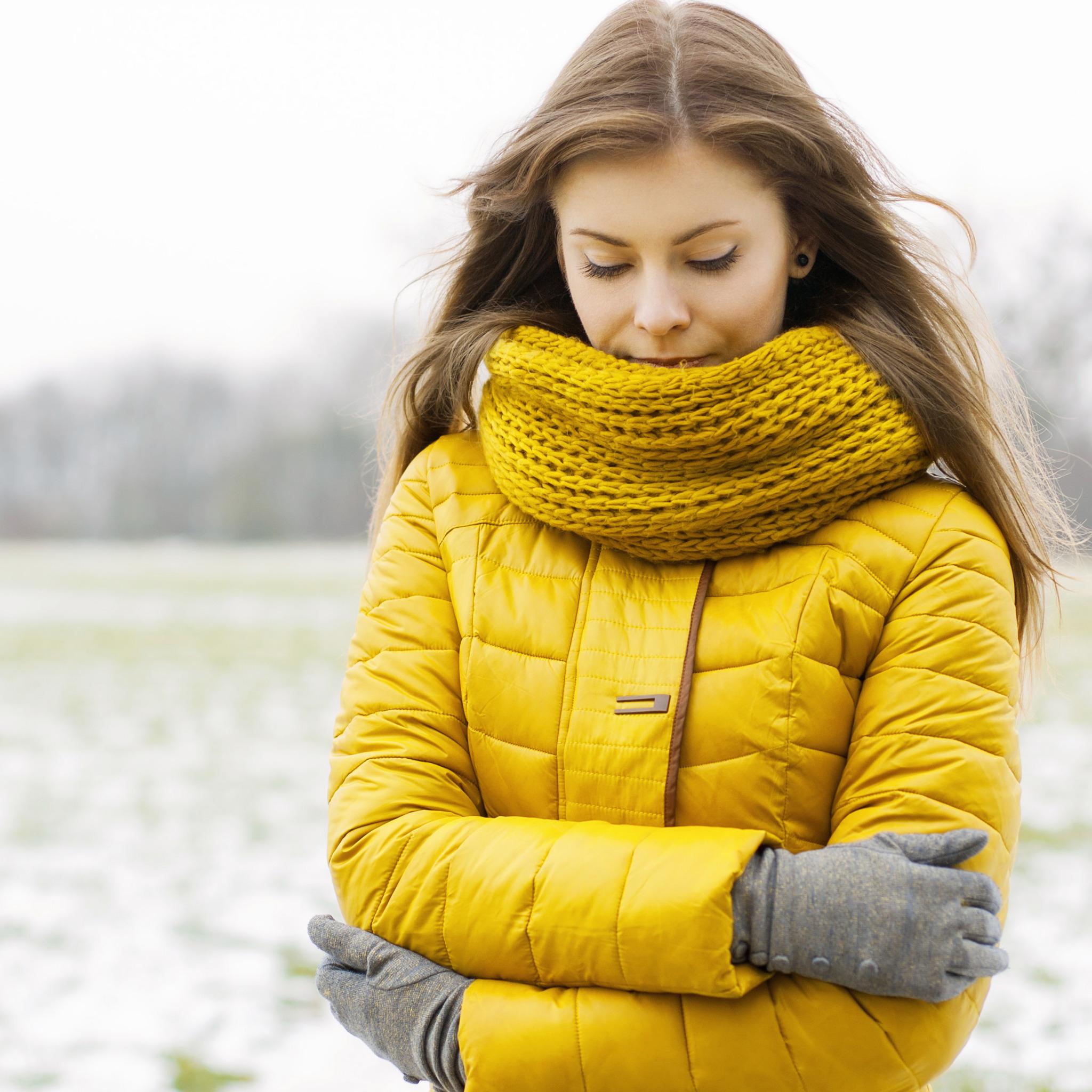зимняя куртка с шарфом фото создавать