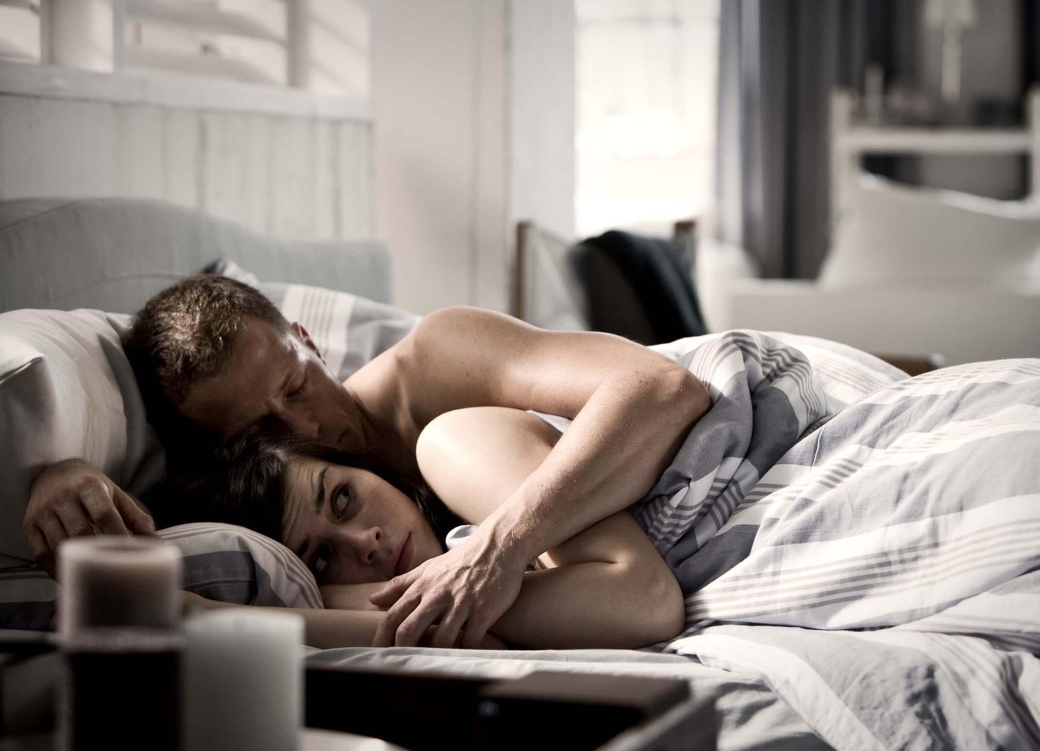 Кино где очень много целуются и в постели