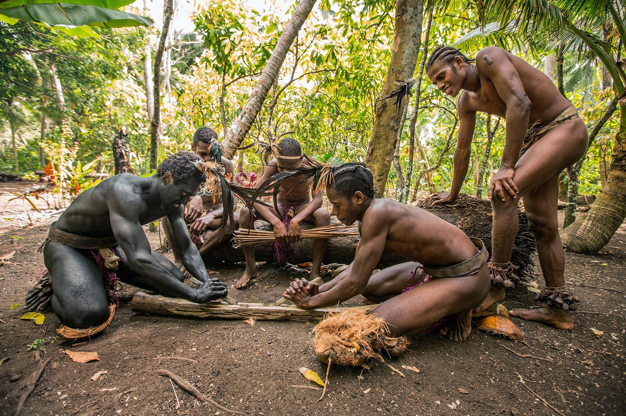 можете на фотографии австралийские аборигены добывают огонь женщина