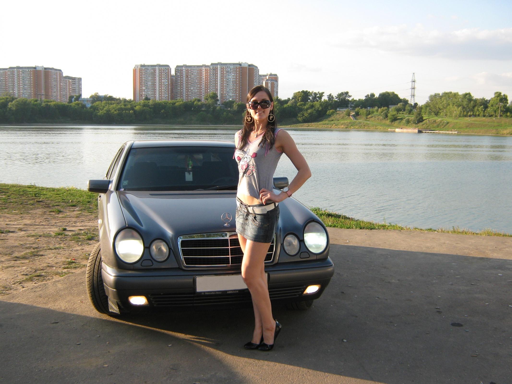 домашнее фото девушек возле авто концу моего отдыха