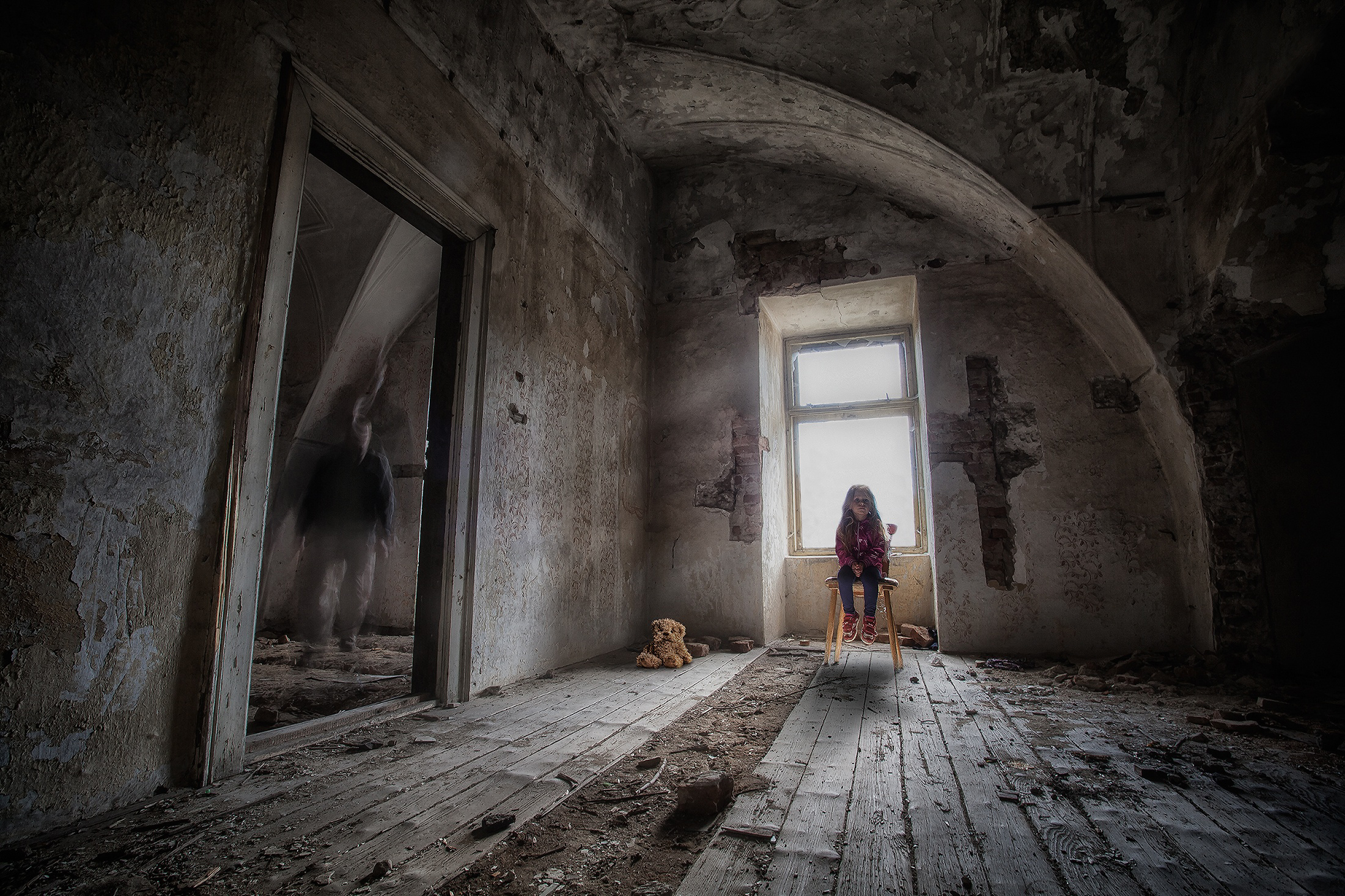оранжево-золотистая фотосессия в заброшенной комнате история