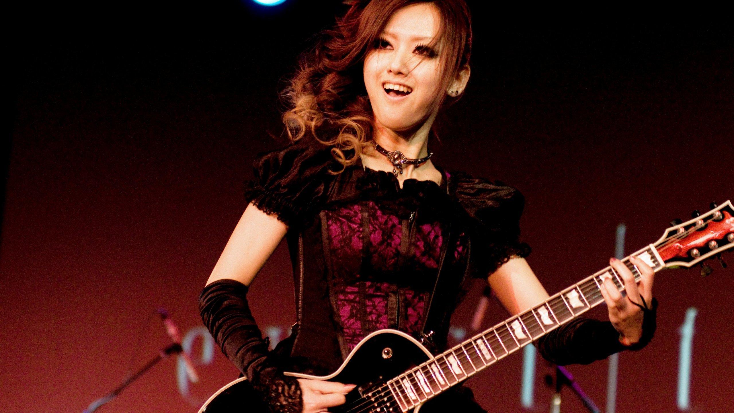 Азиатка с гитарой  № 466036 без смс