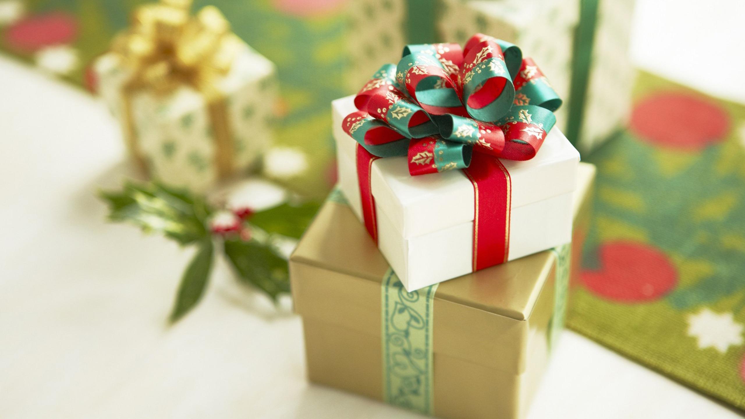 Открытка с подарком к дню рождения