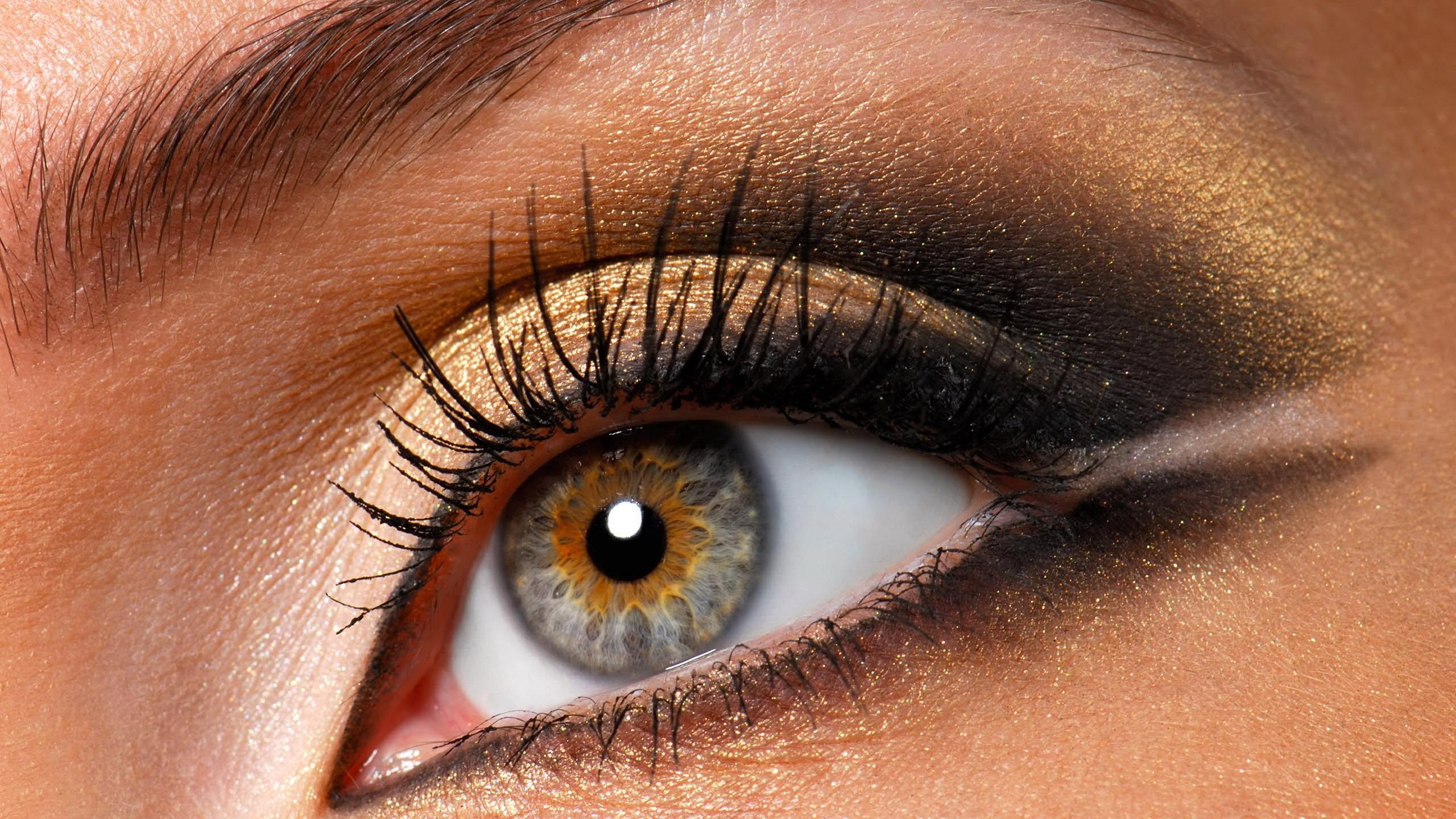 Дымчато серый макияж для глаз