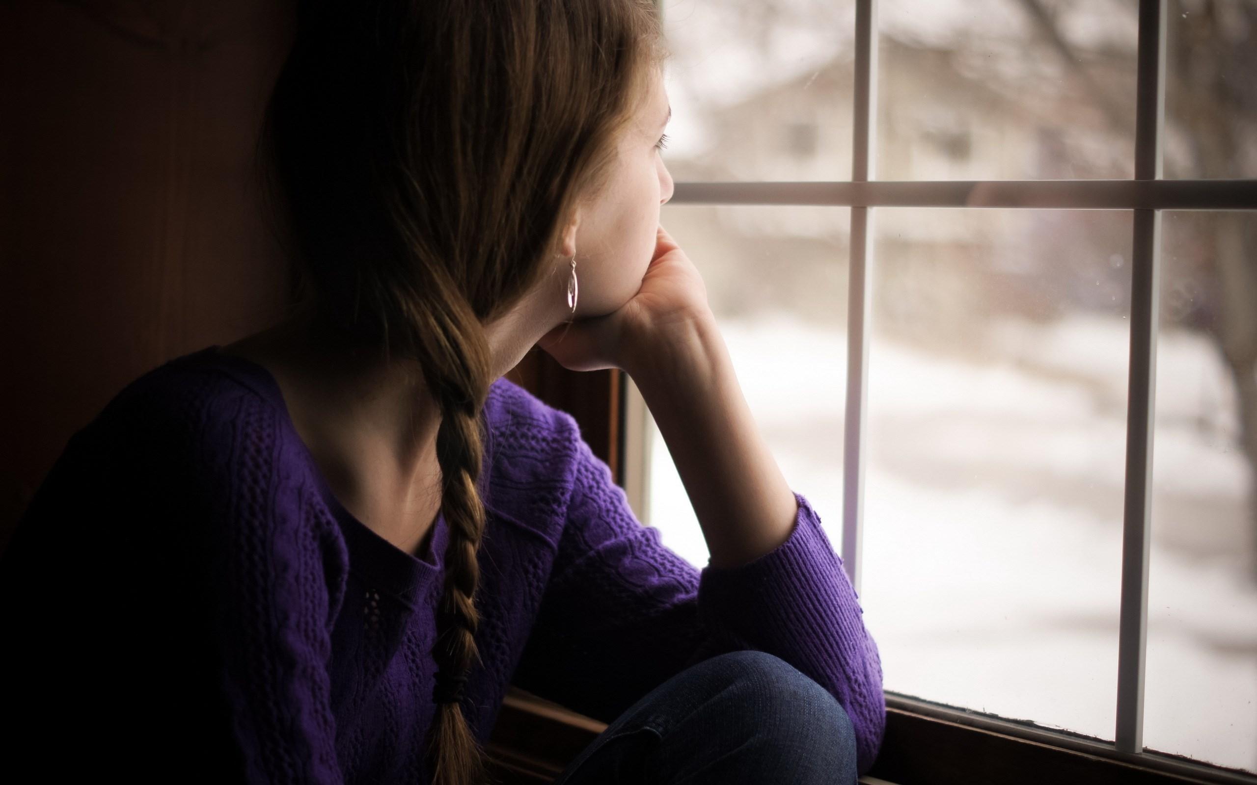 рос картинки смотрящие в окно снимает прохожих