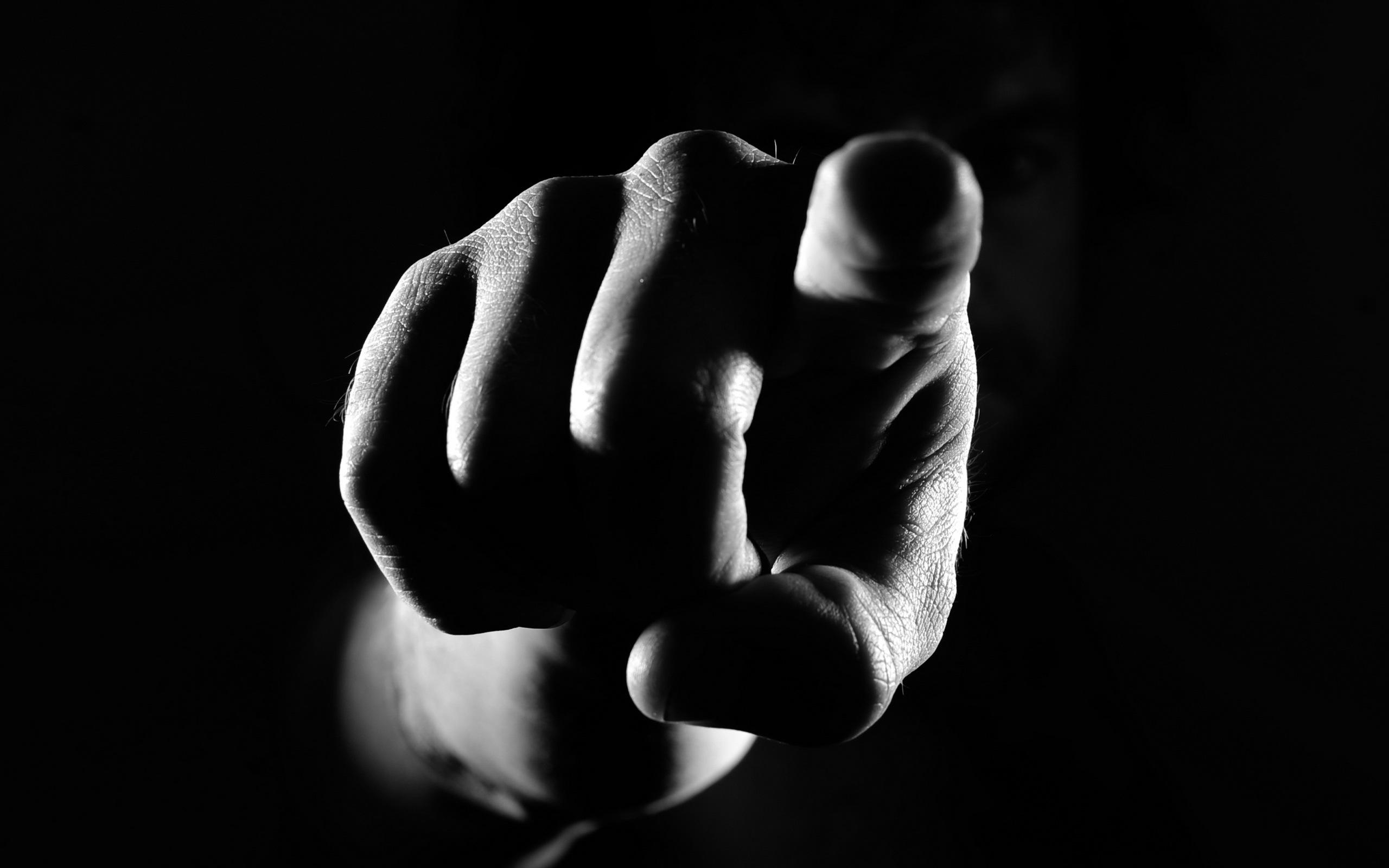 Черный палец картинки